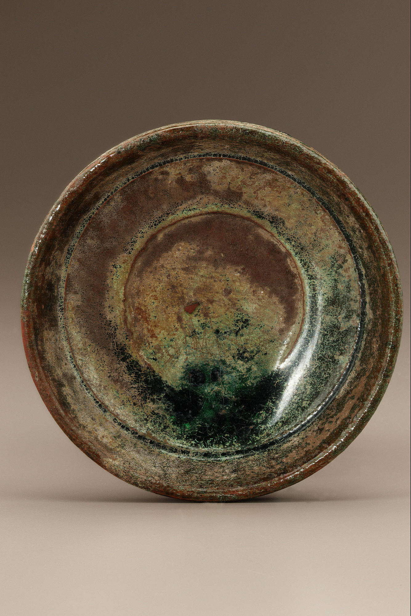 Tomb dish or lid