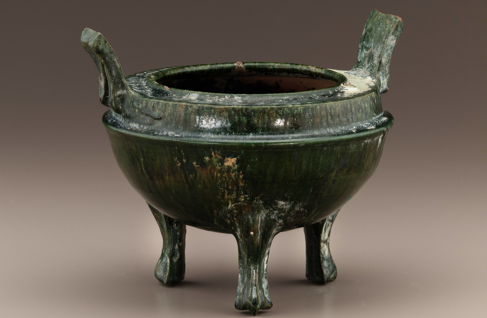 profile: Tomb tripod vessel