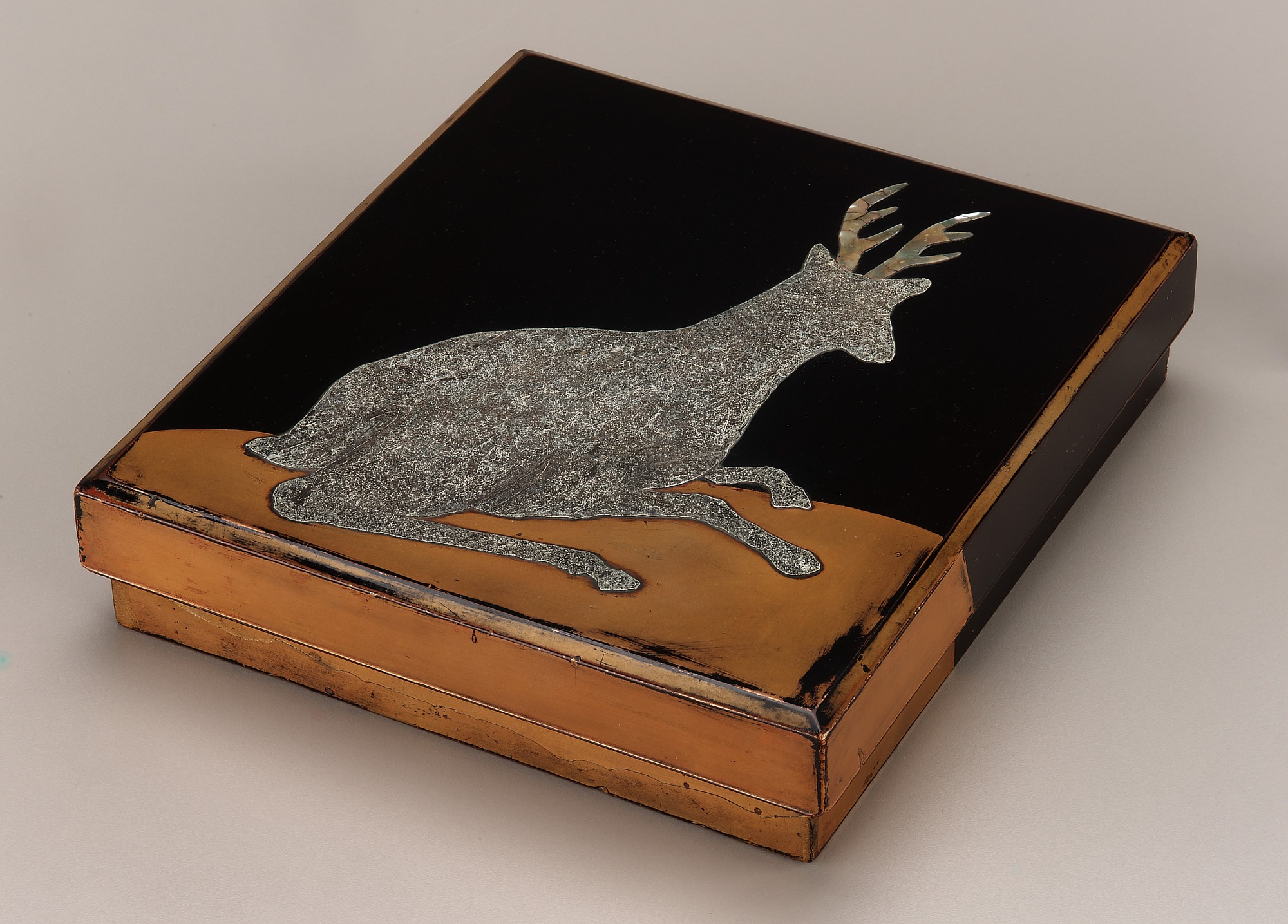 3/4  profile: Writing box containing ink-stone and water holder