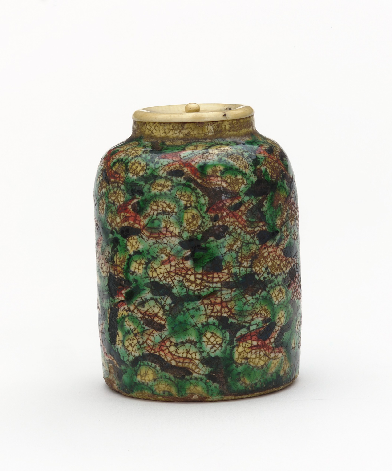 Powdered tea container with design of phoenix and clouds