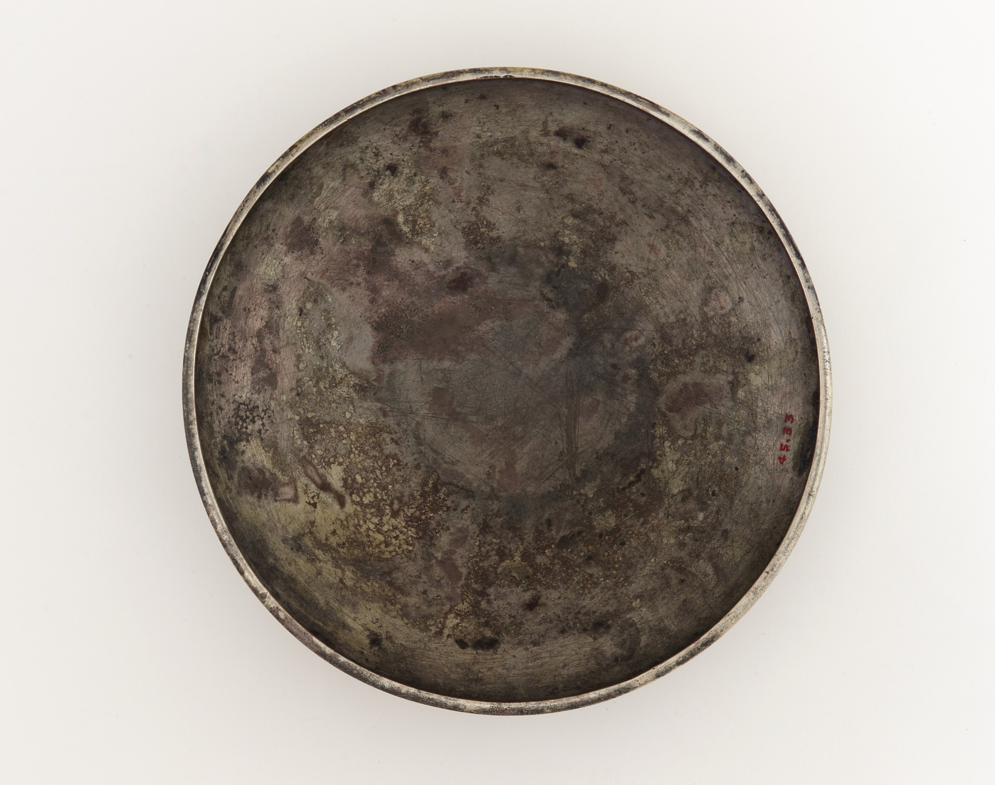 base: Shallow bowl or decorative attachment