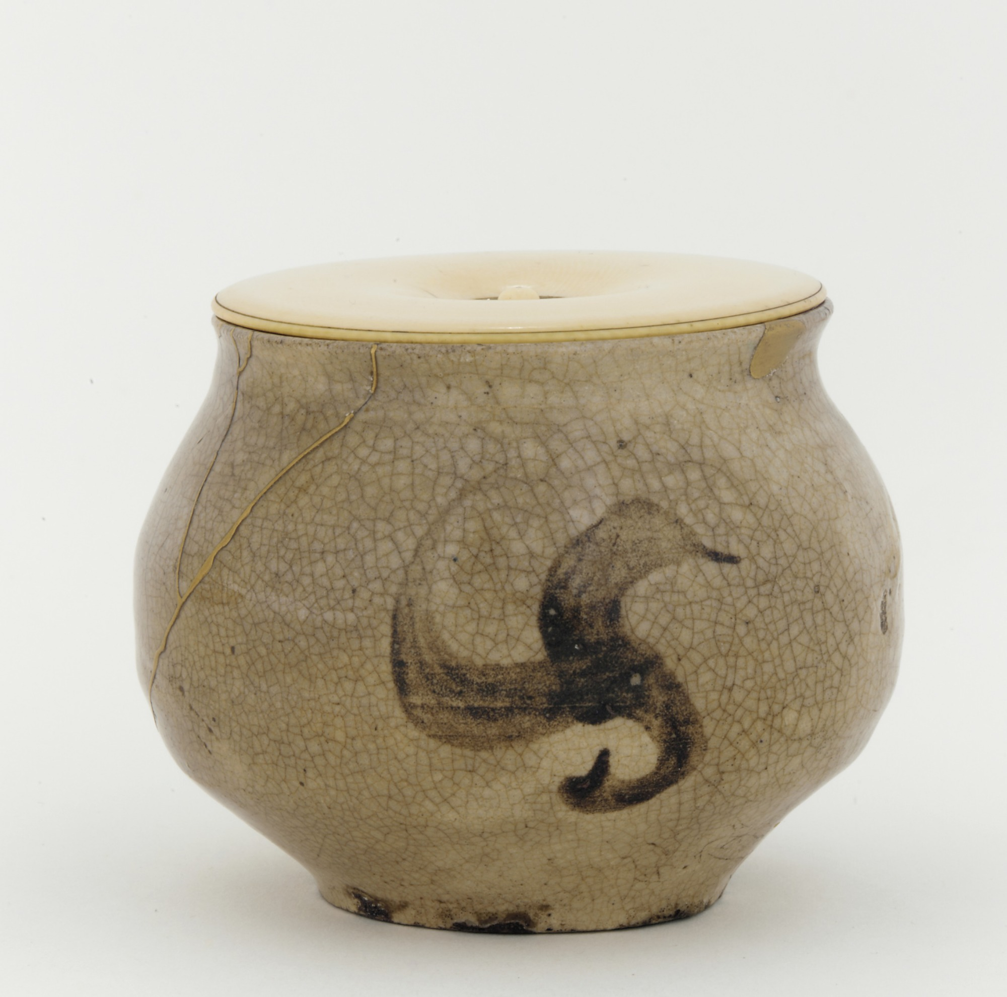 Small jar, adapted to use as a tea caddy, profile with lid