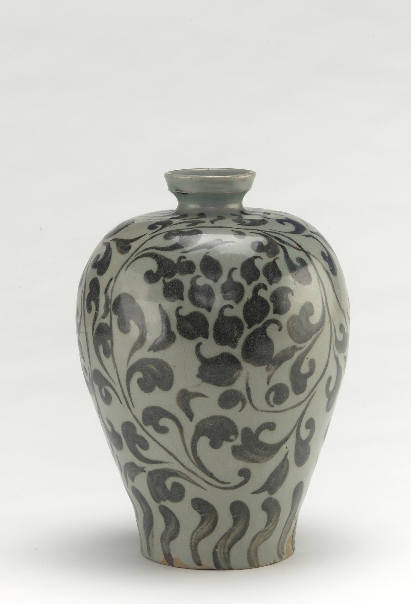Bottle with design of peony vinescrolls, profile