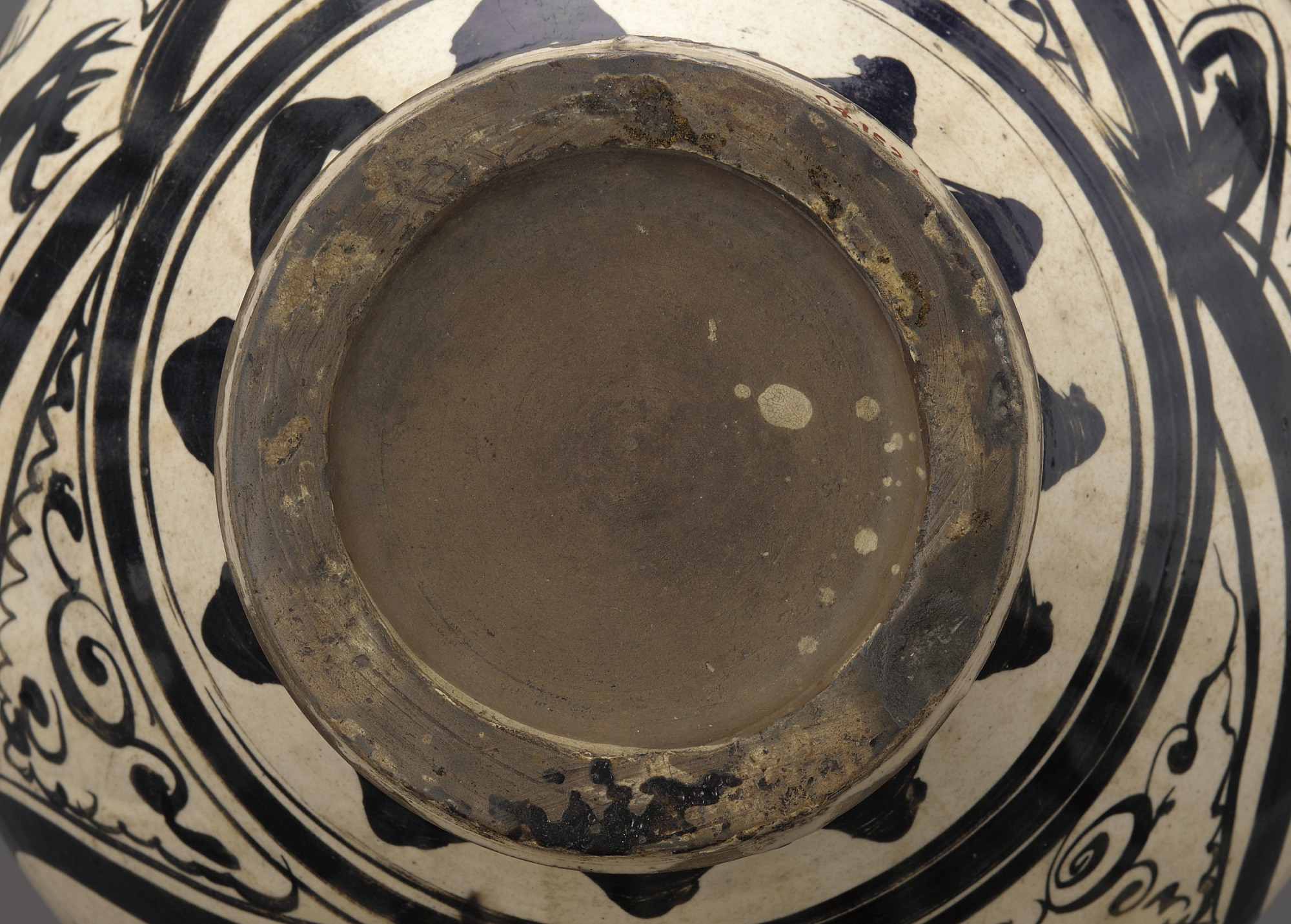 base: Cizhou or Cizhou-type ware wine jar