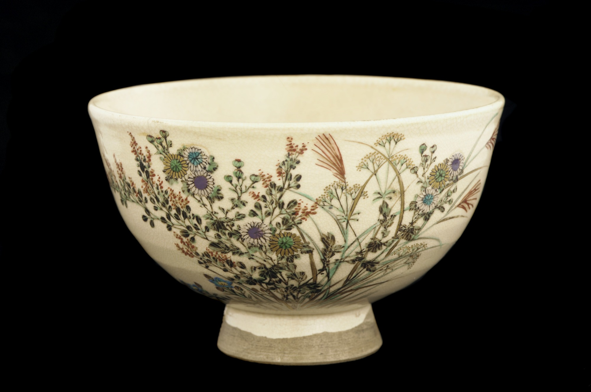 Tea bowl with design of autumn grasses