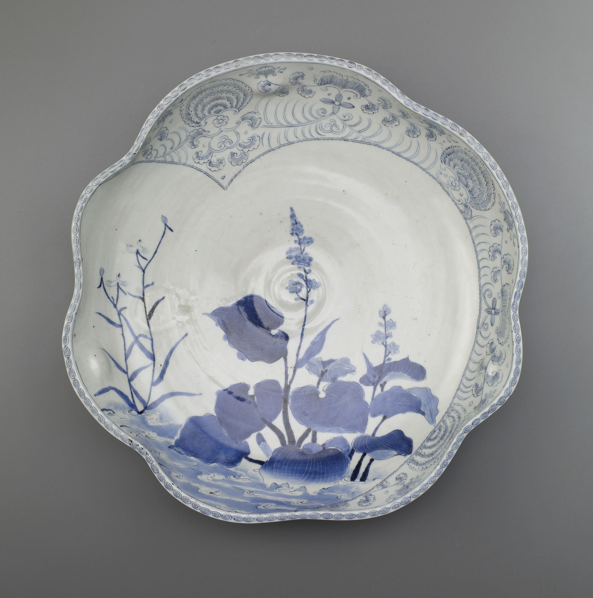 Dish with design of mizuaoi and heron grass in stream