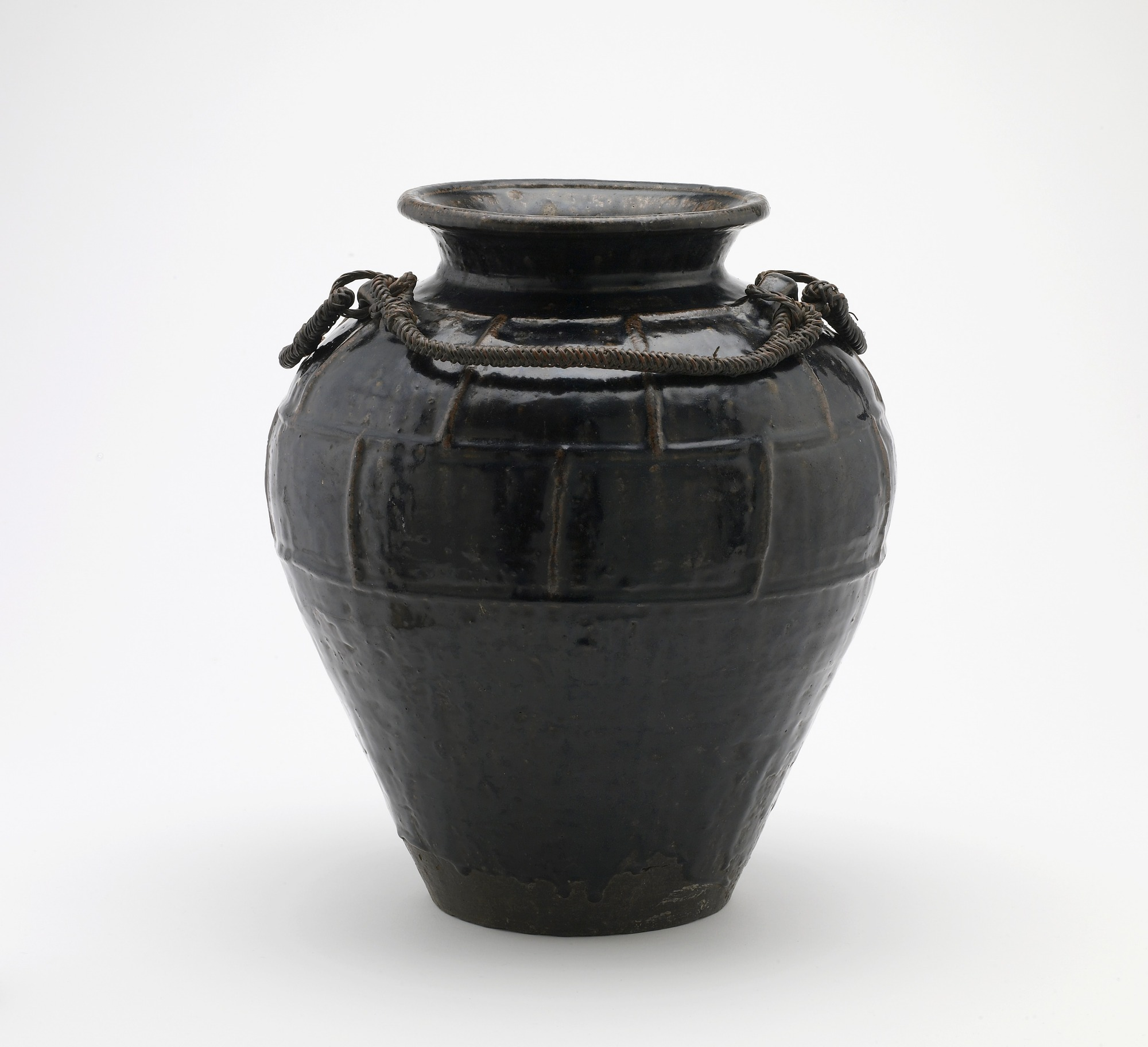 : Jar with three horizontal lugs
