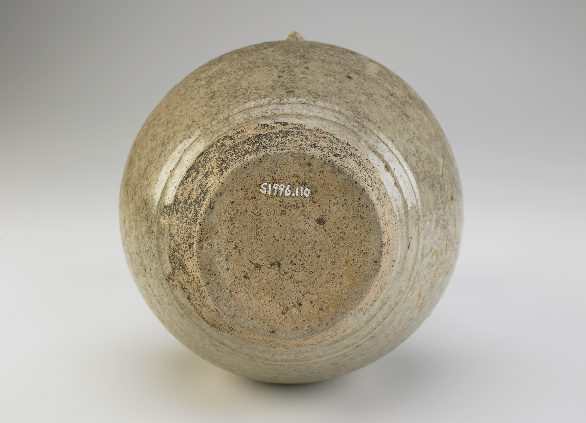 base: Gourd-shaped bottle in the form of a worshiper