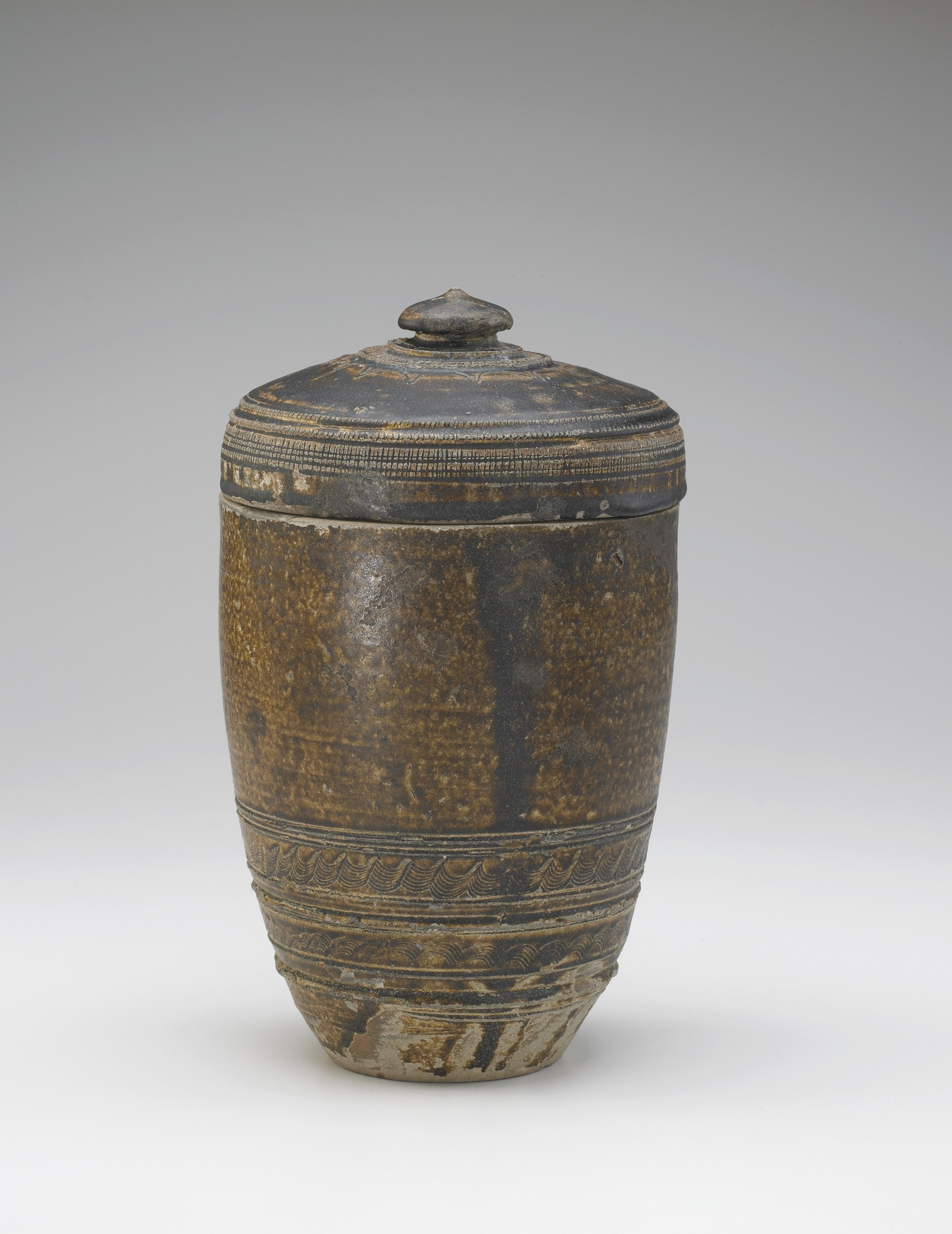 Cylindrical jar with lid