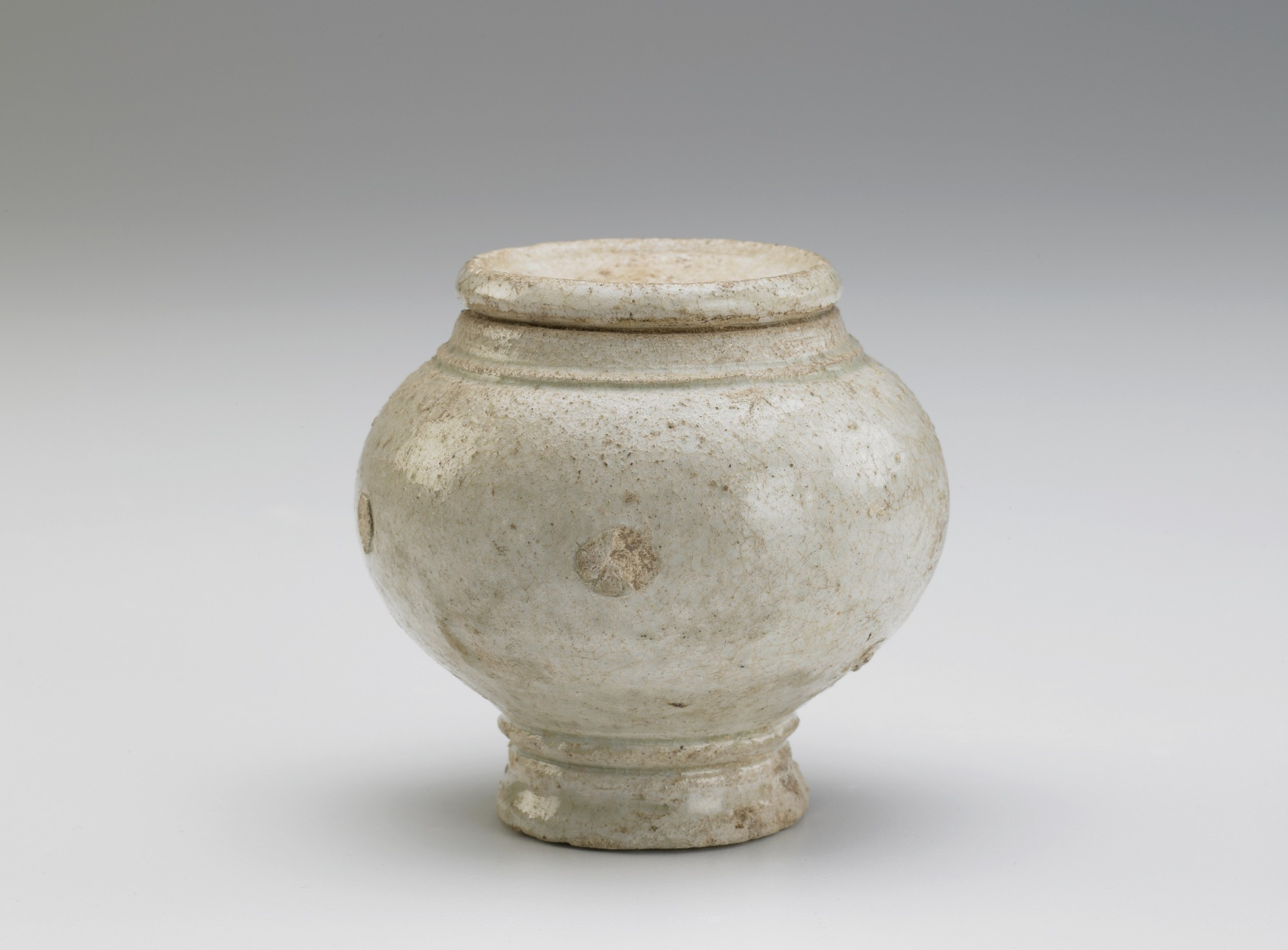 : Jar with attached rim (pastiche)