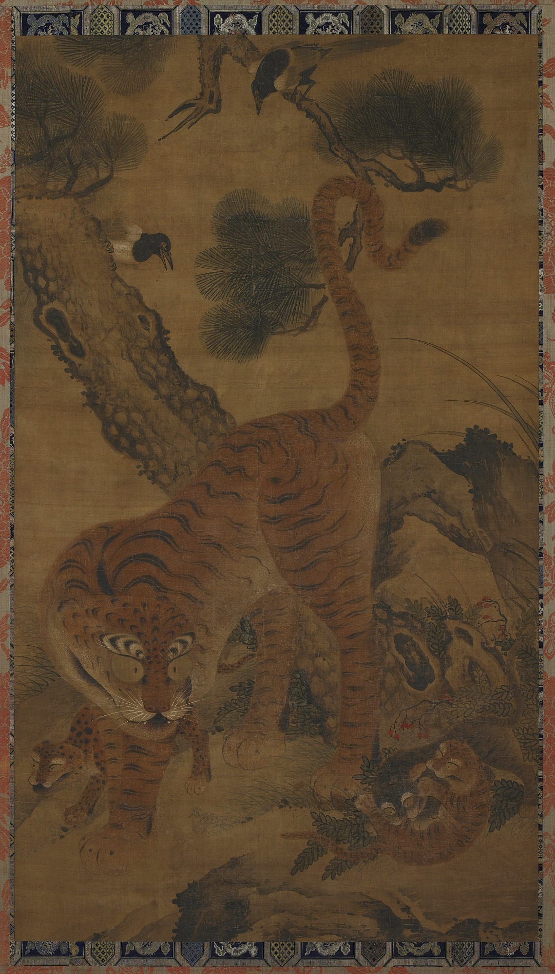 : Tiger with cubs and magpies