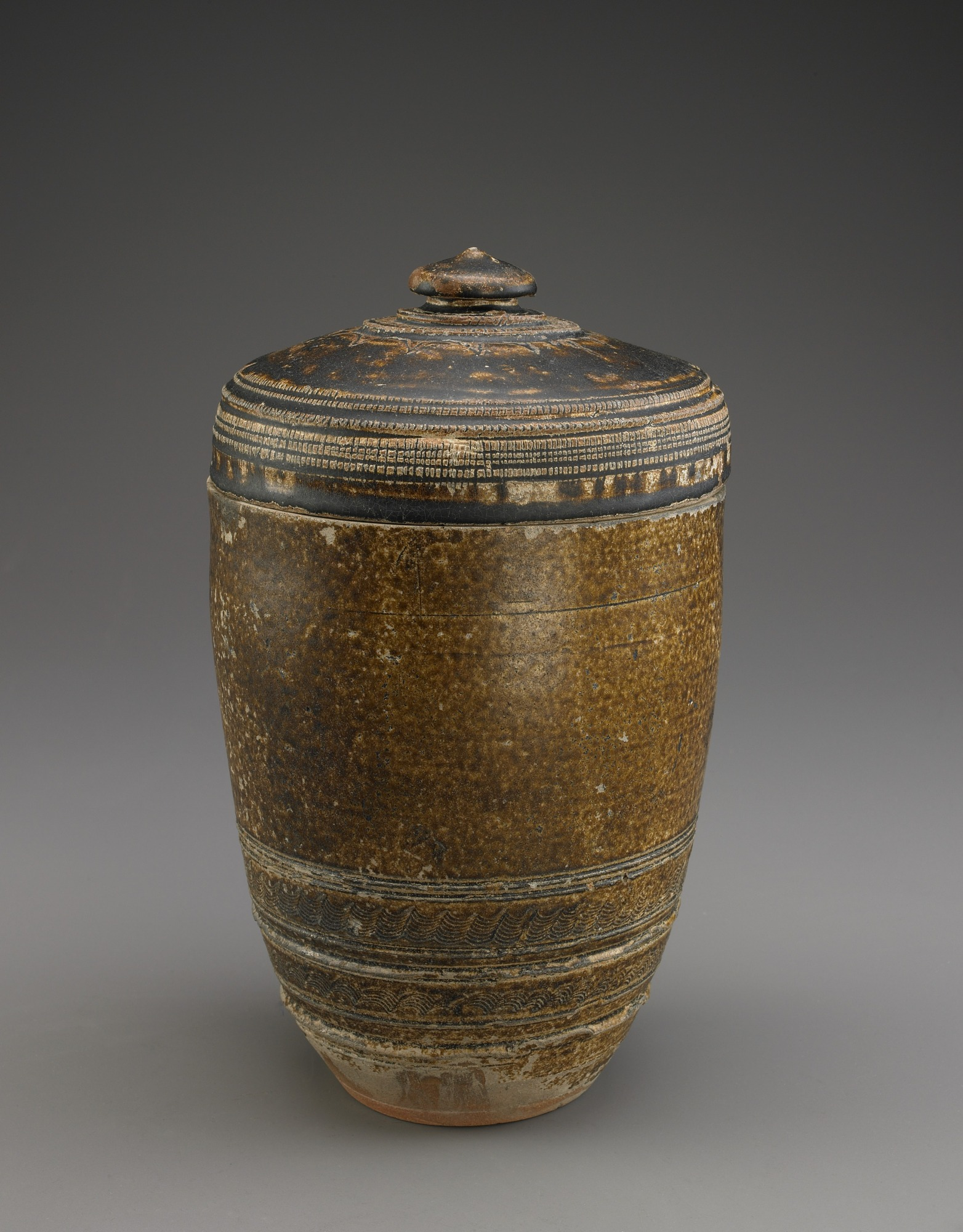 : Cylindrical jar with lid