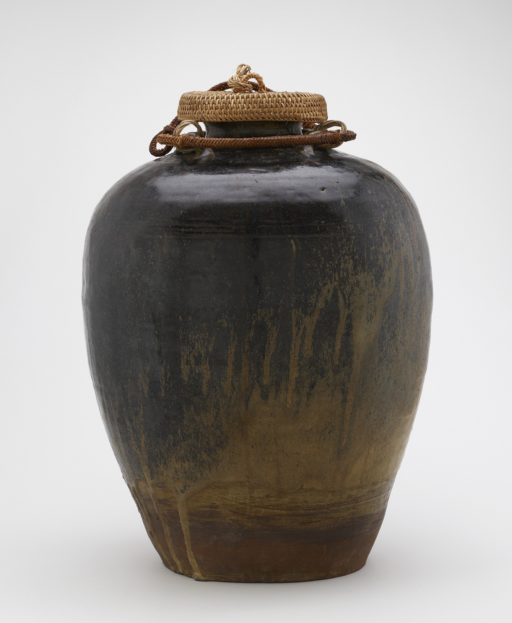 Jar with four horizontal lugs