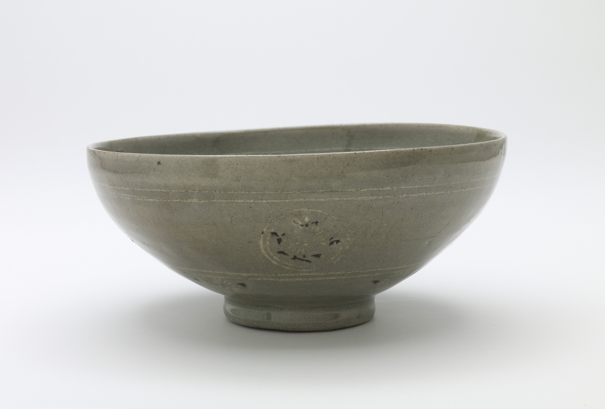 Bowl with inlaid design of chrysanthemum and four lichee clusters, profile