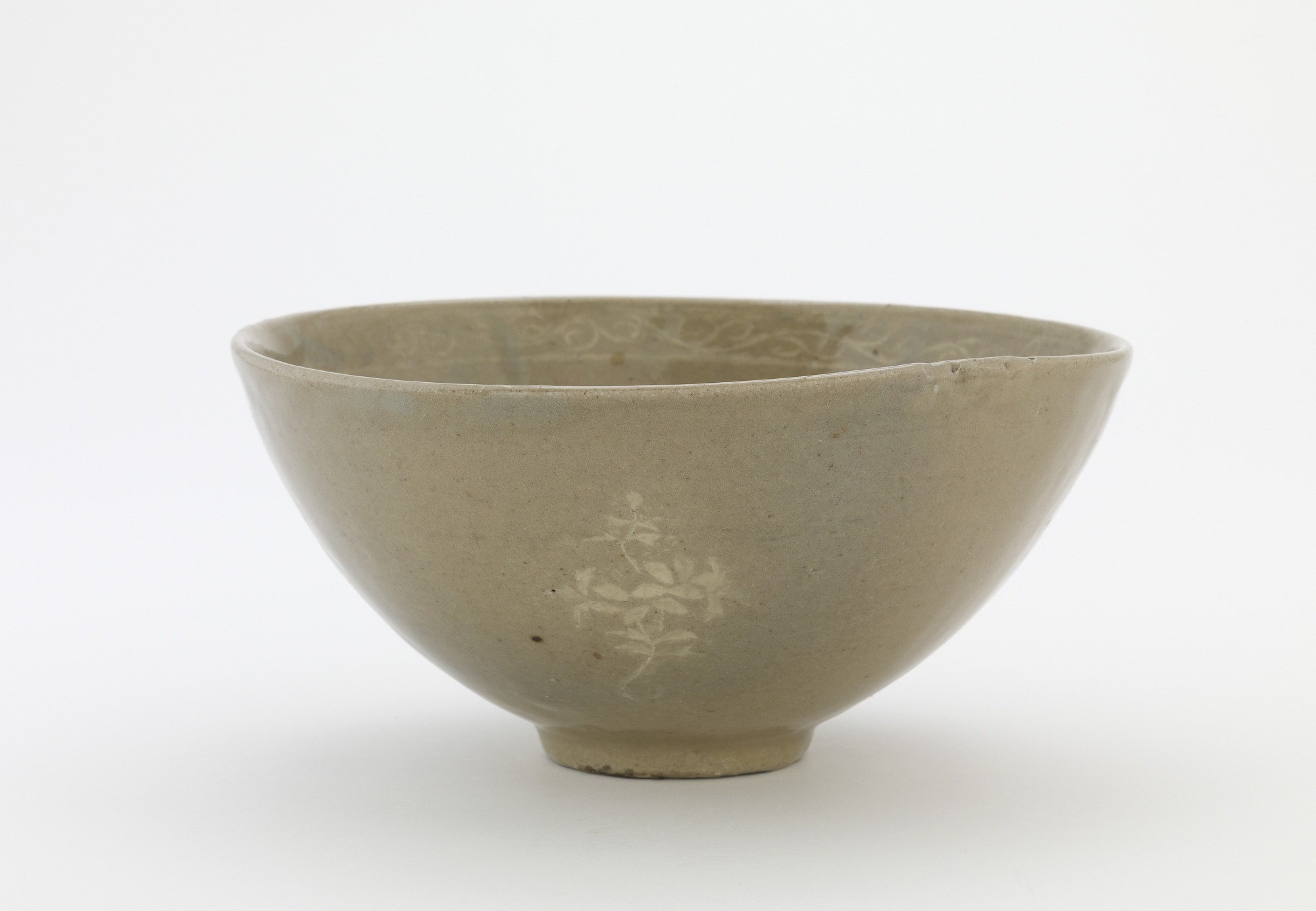 Bowl imitating historical Korean models, profile