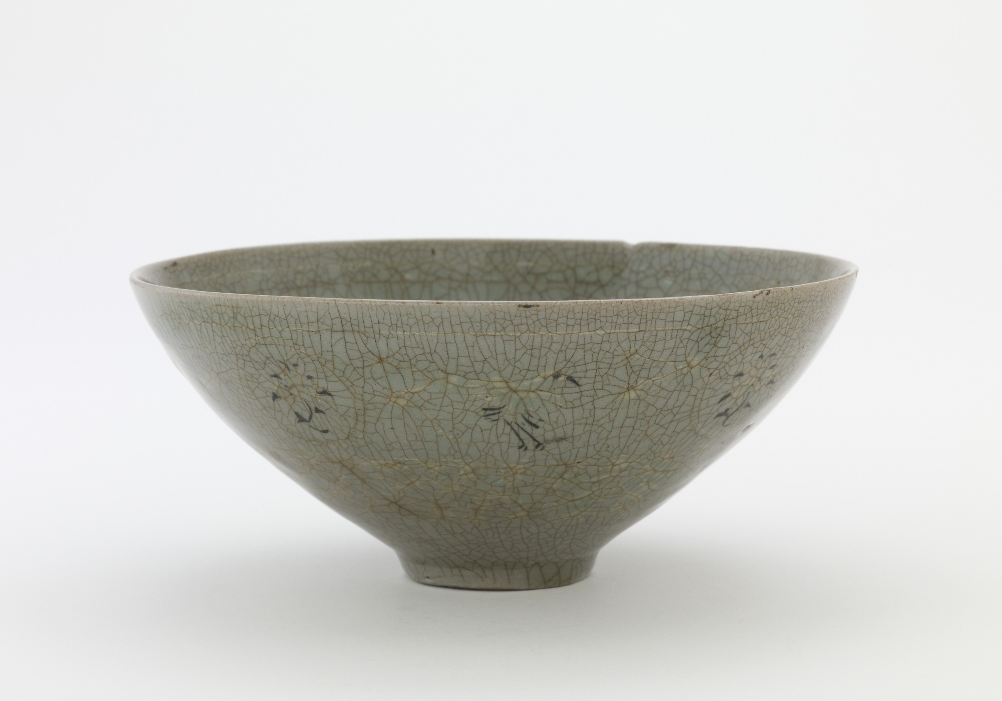 Tea bowl in style of Goryeo celadon, named Chasen-susugi, profile