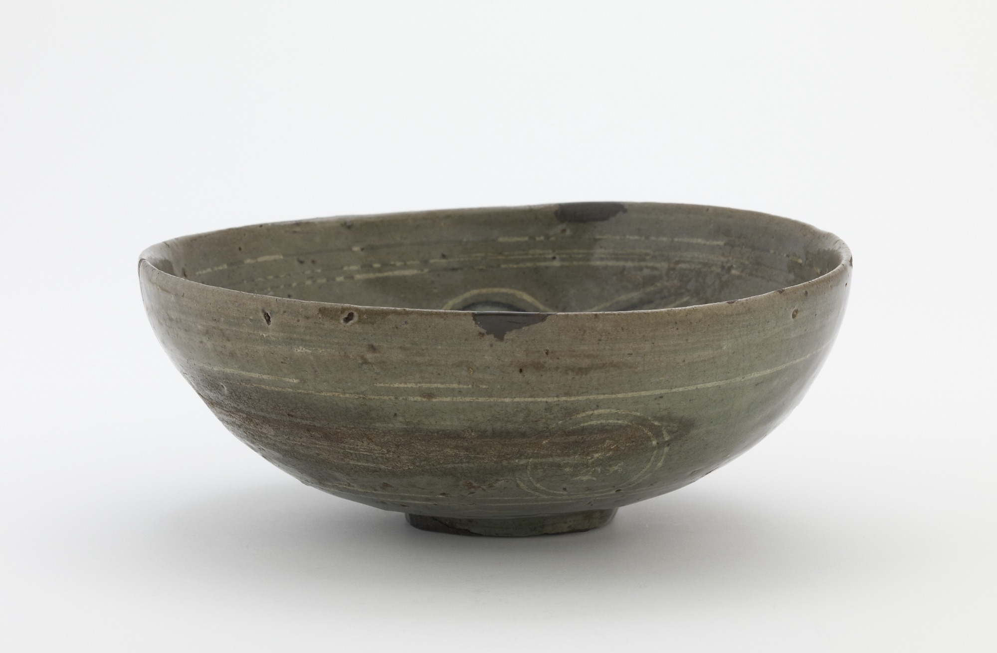 Bowl with inlaid design of three phoenixes and peony ground, profile