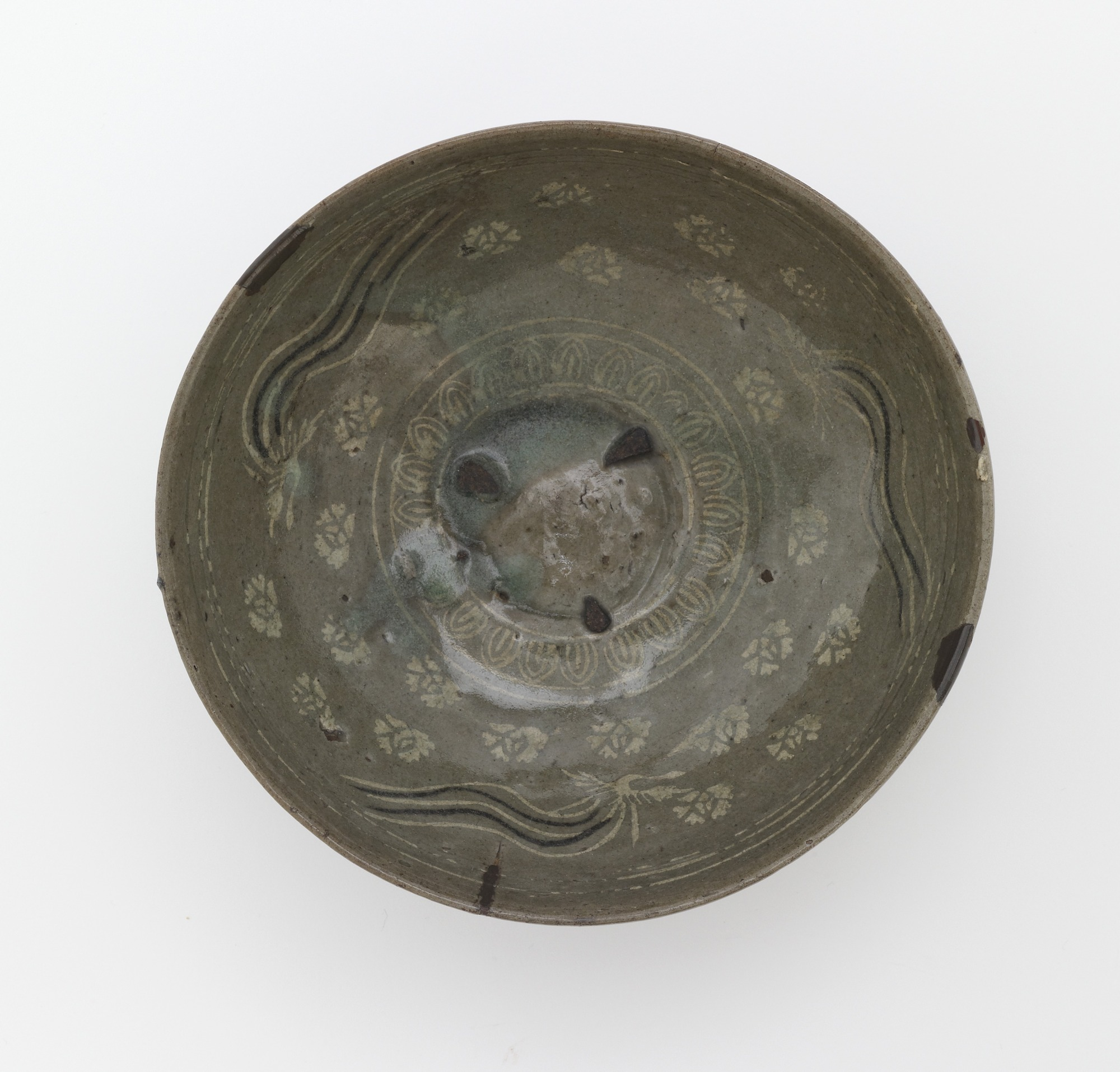 Bowl with inlaid design of three phoenixes and peony ground