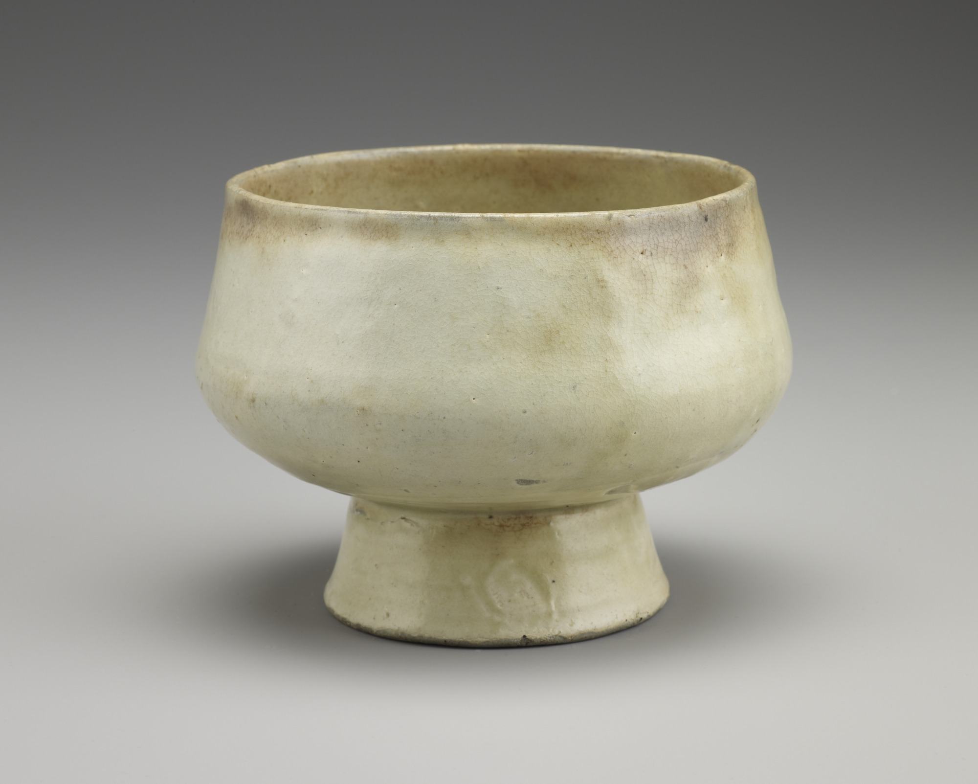 Bowl on tall foot, profile