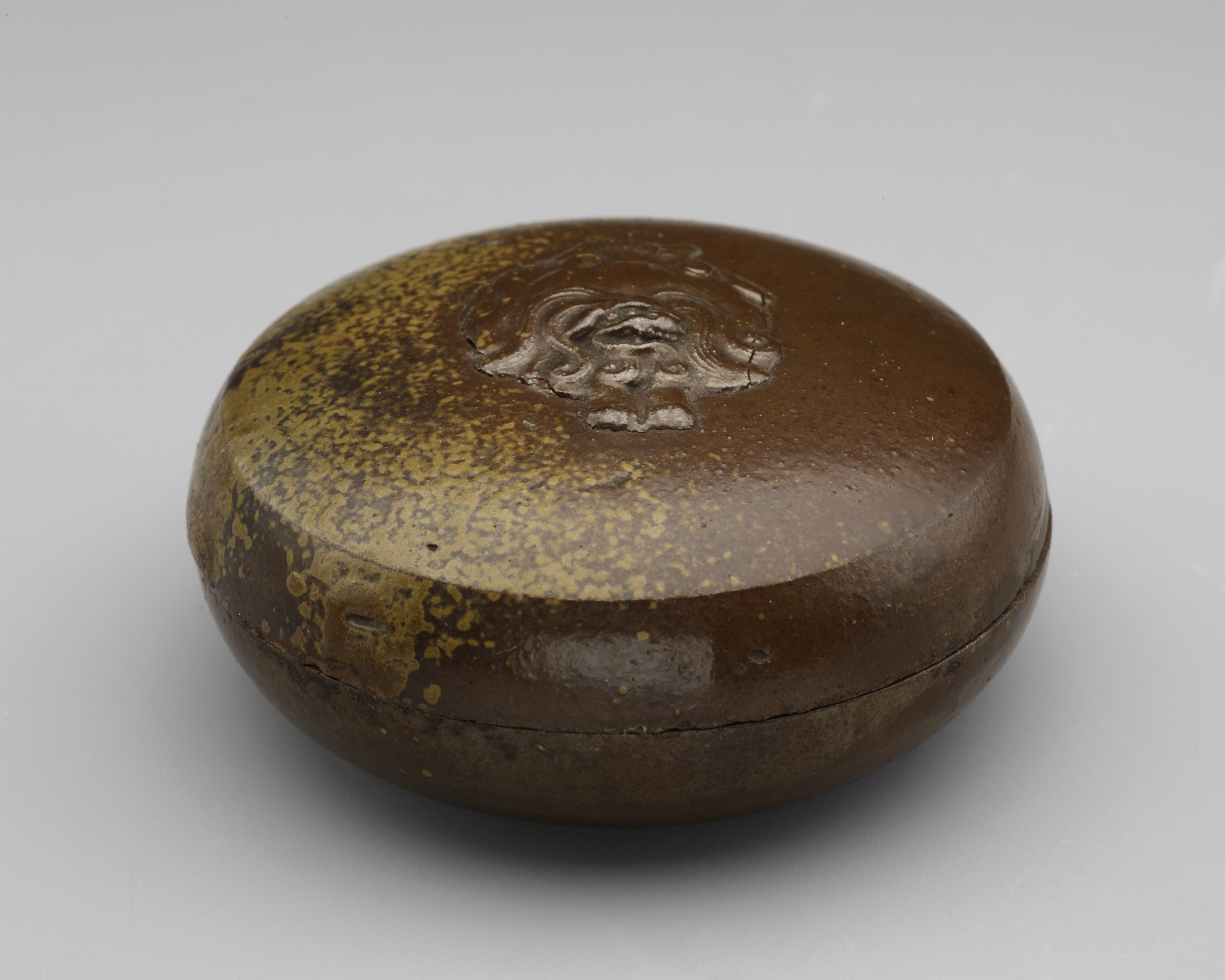 : Incense box with relief figure of lion