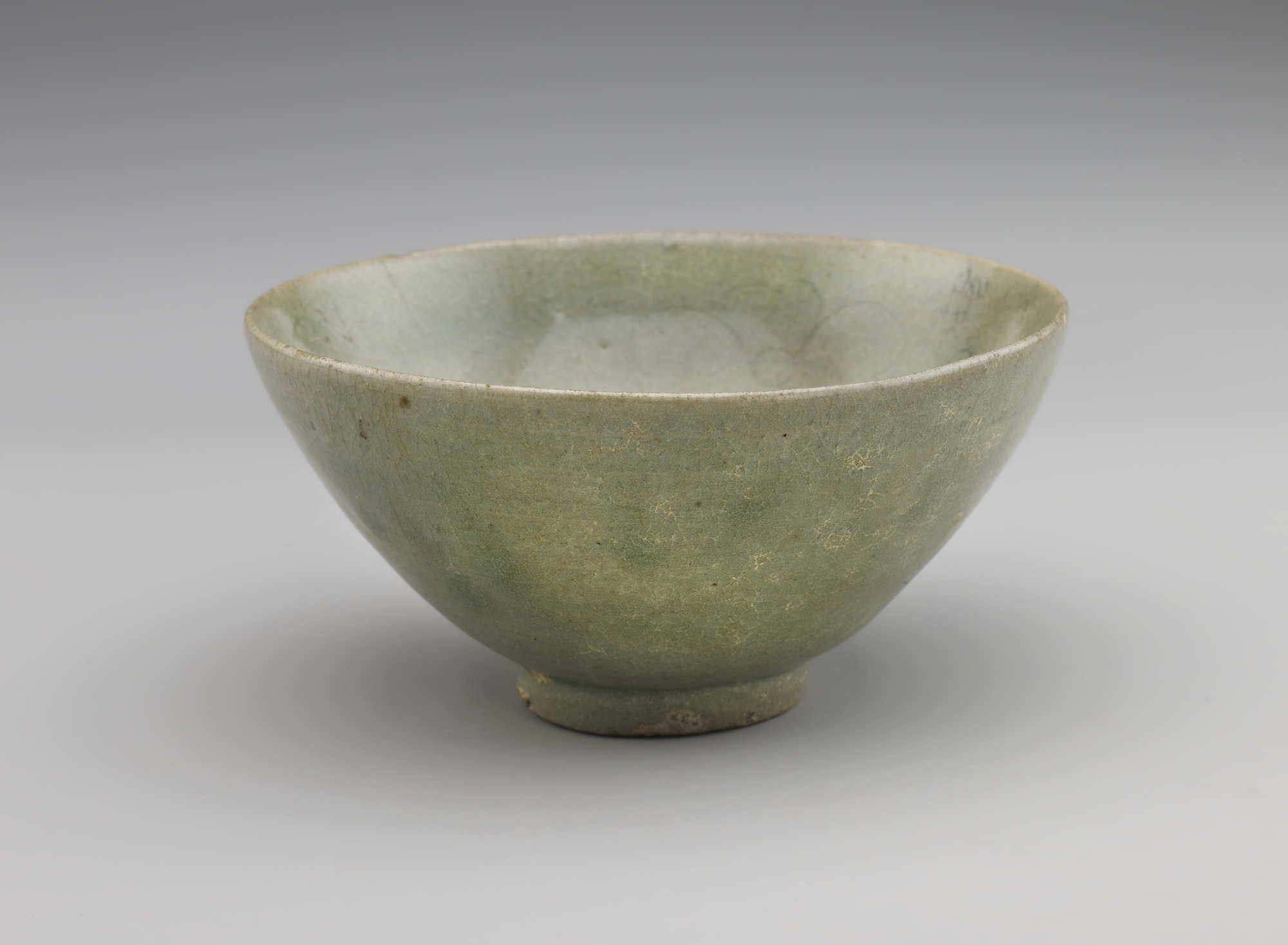 Bowl with incised floral decoration, profile