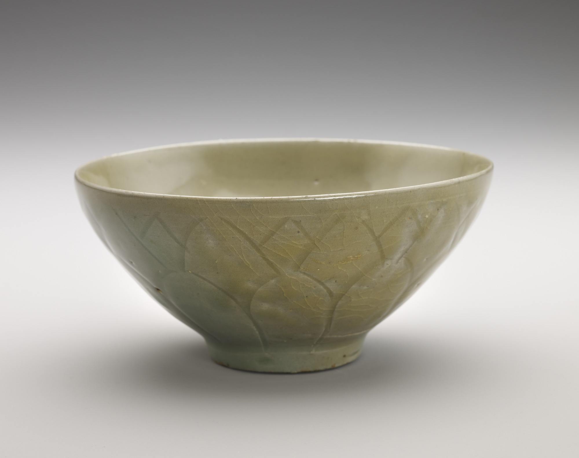 Bowl with incised lotus decoration, profile