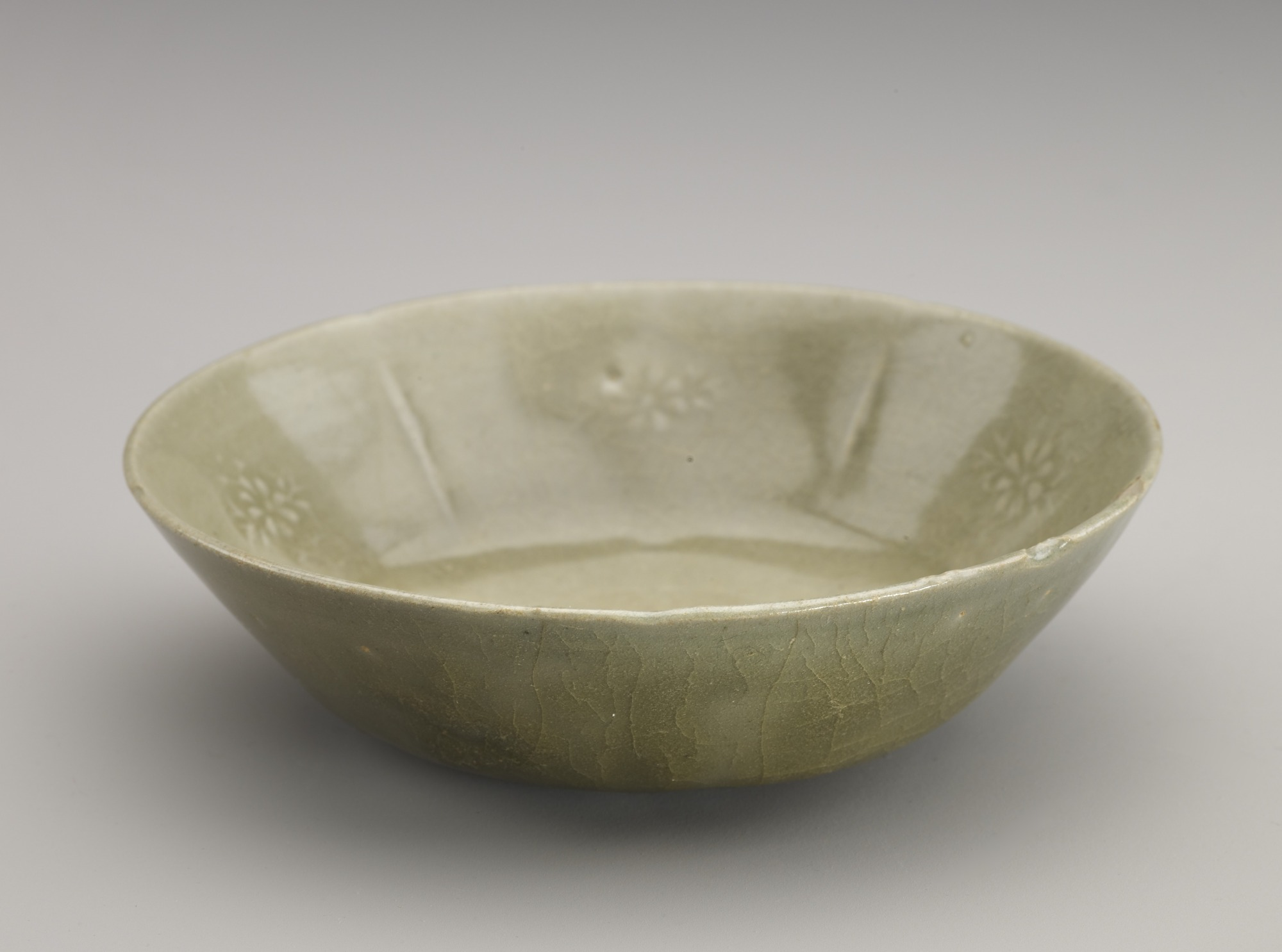 Dish with molded decoration, 3/4 profile