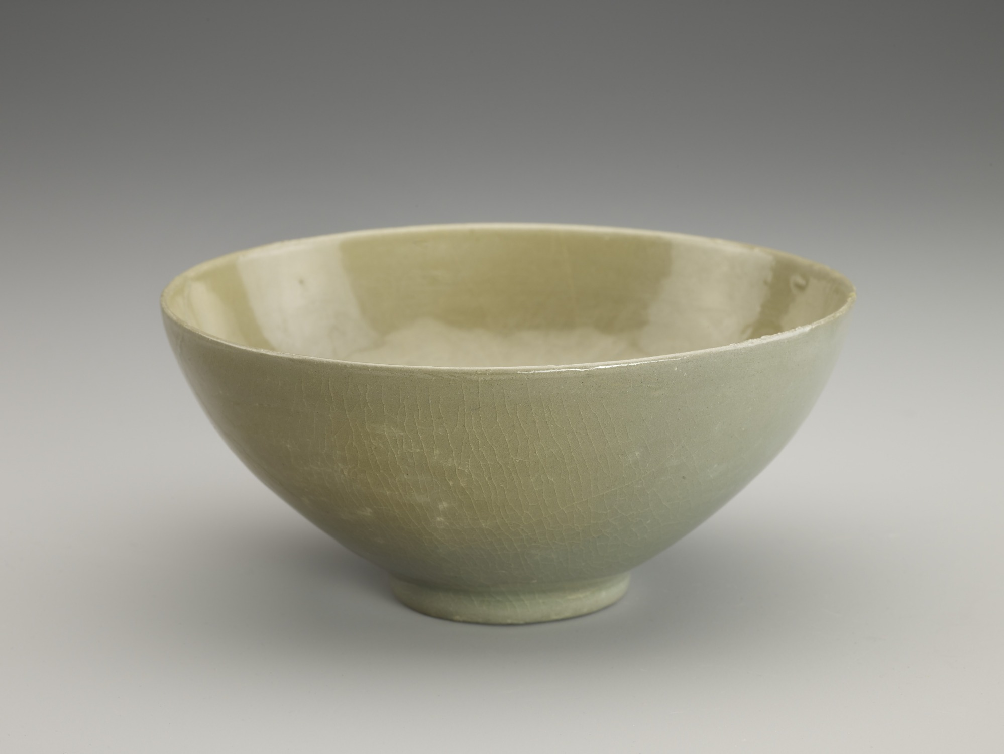 Bowl with molded floral decor, profile