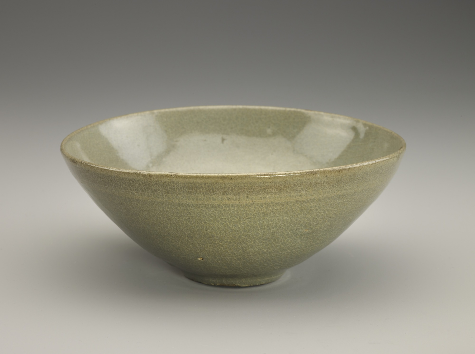 Bowl with molded decor, profile