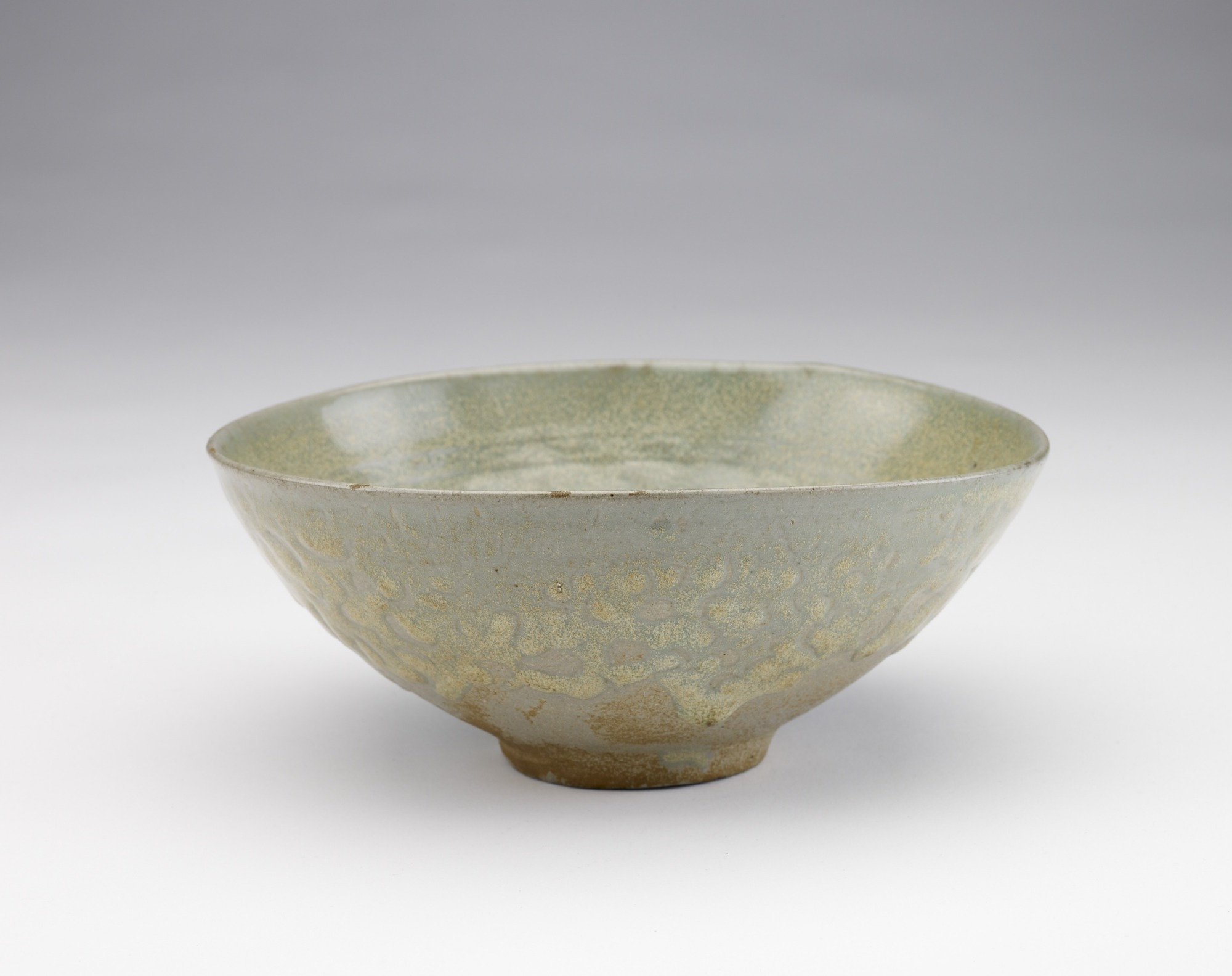 Bowl with molded peony and vinescroll decor, profile