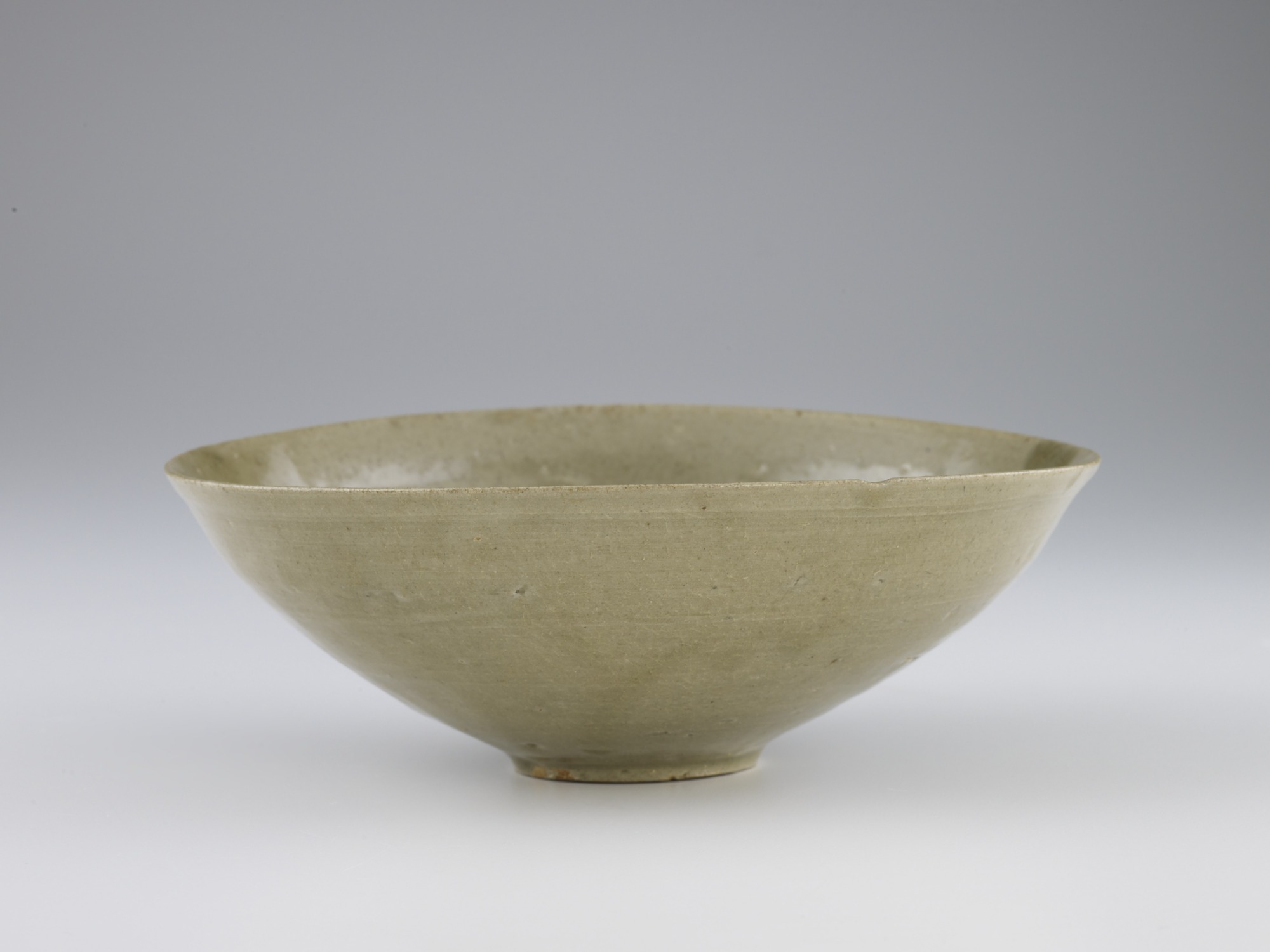 Bowl with incised floral decor, profile