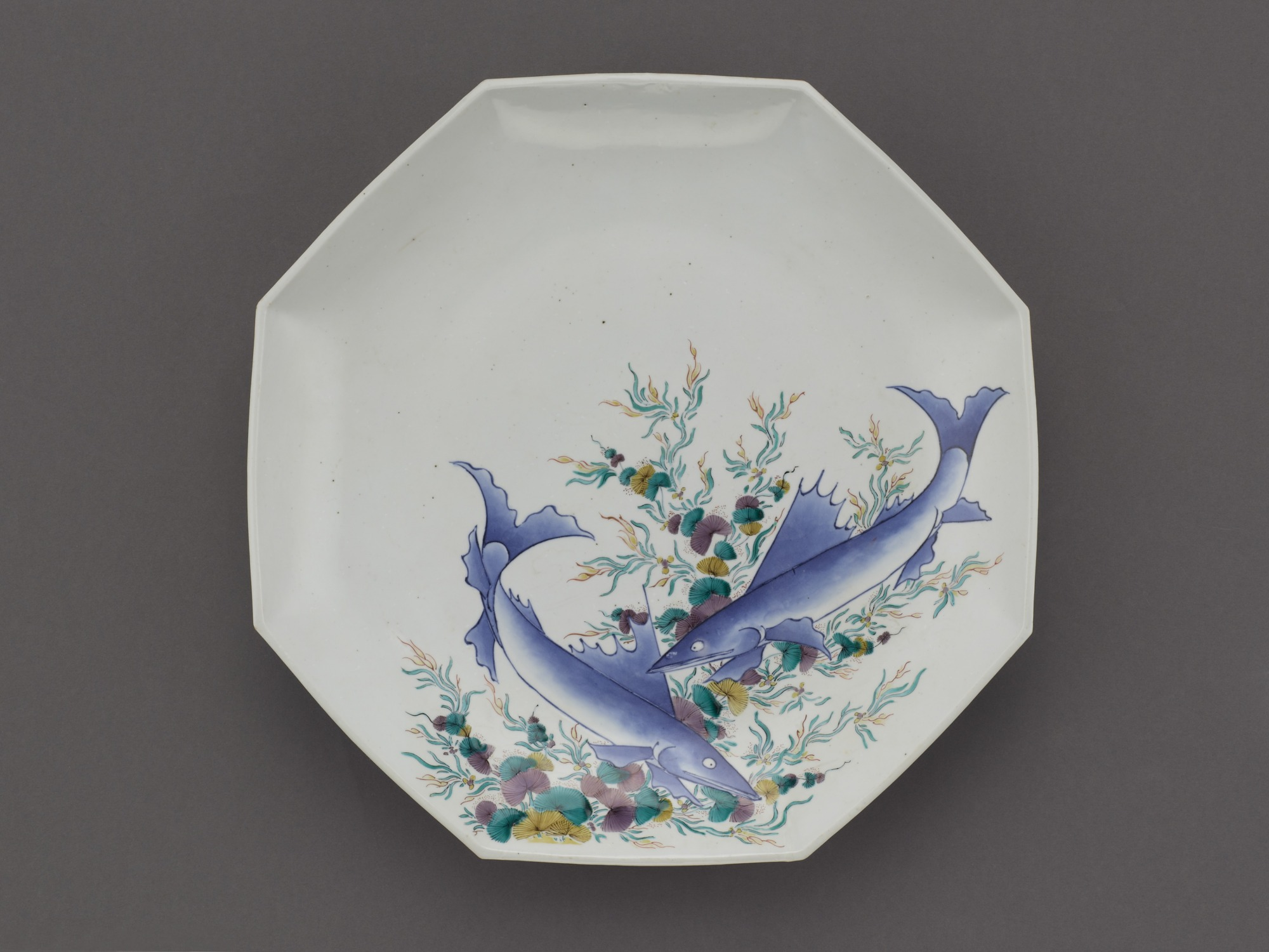Octagonal dish with design of fish
