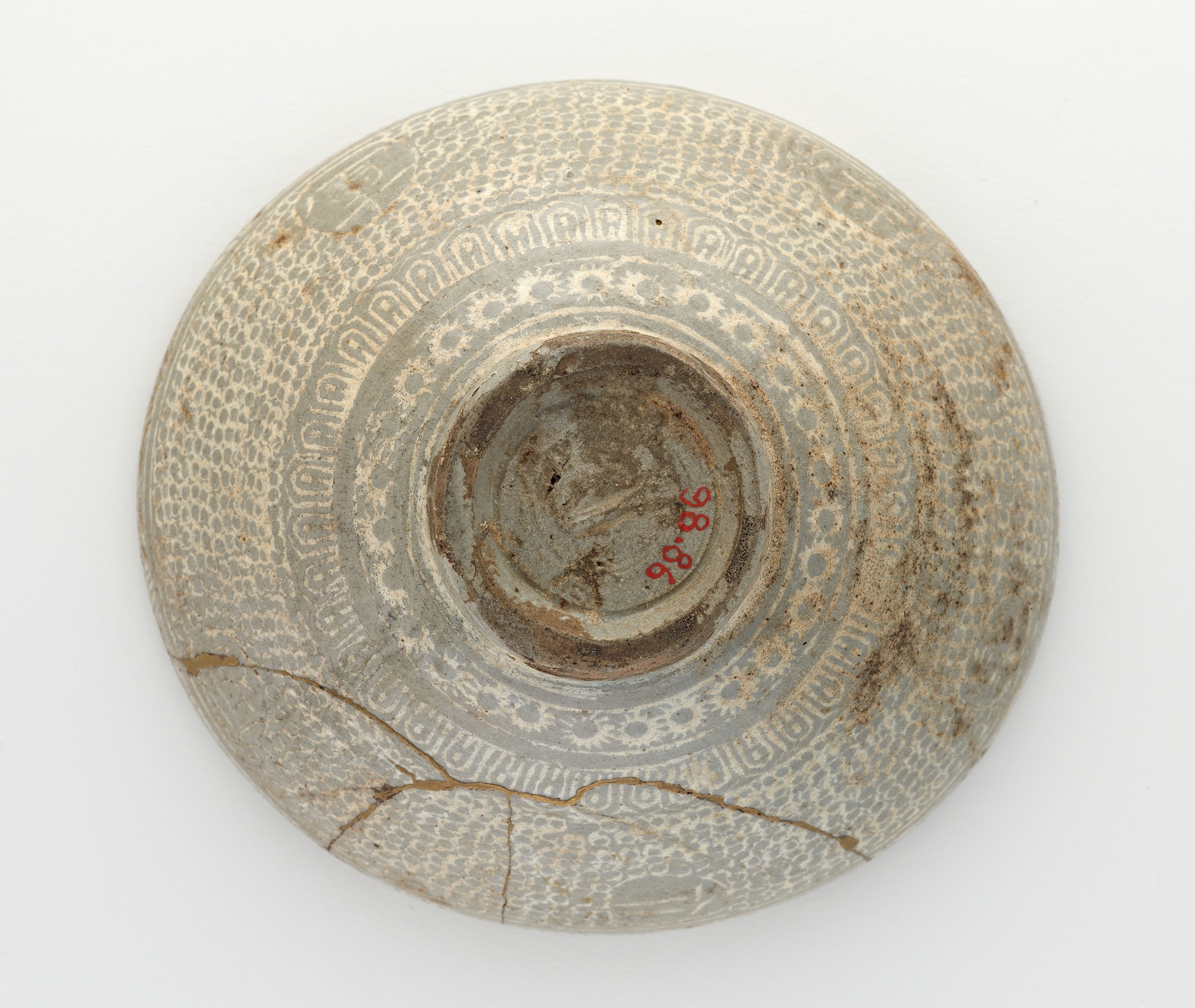 base: Bowl with inlaid inscription
