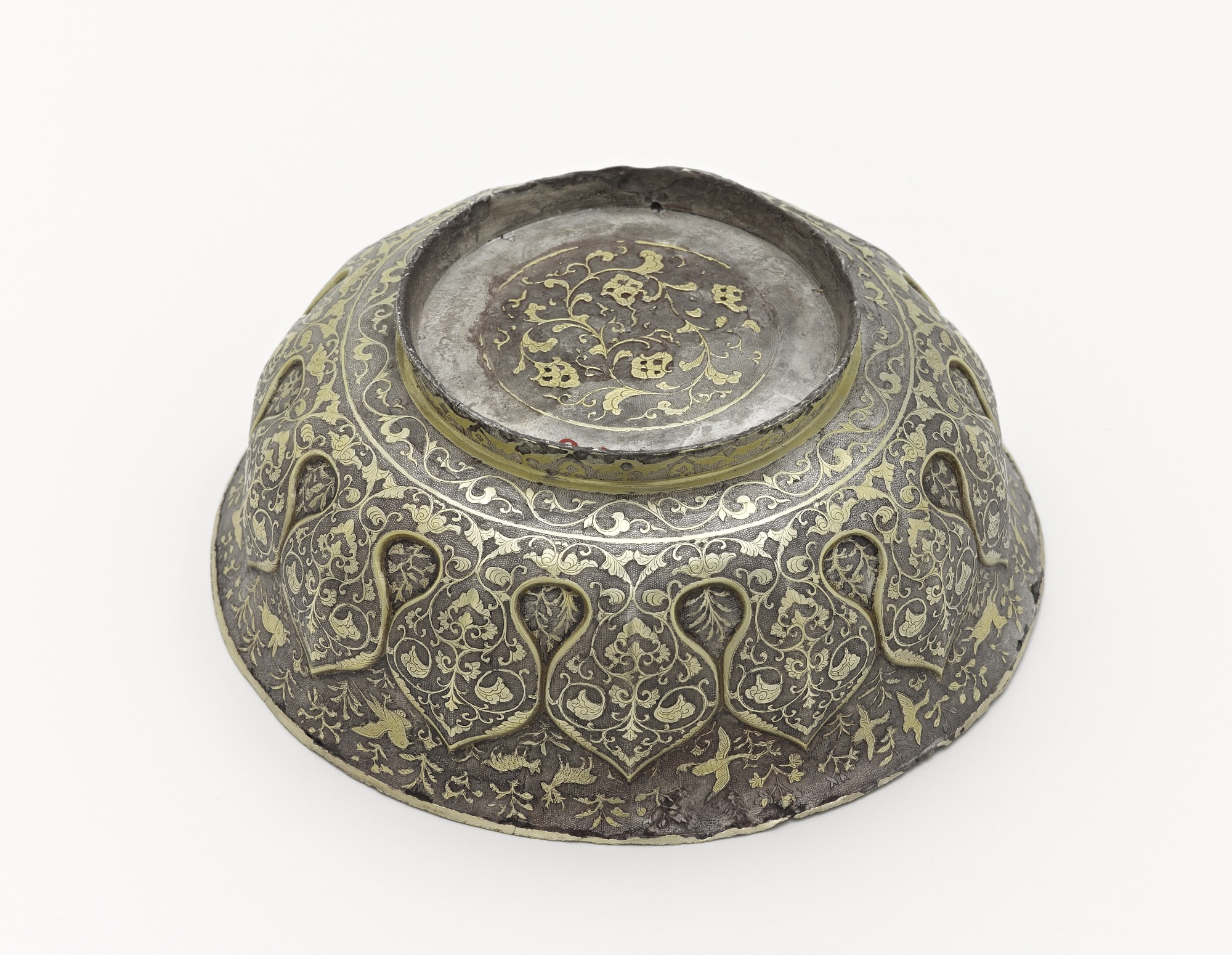 Lobed bowl with lotus petals, birds, animals, and floral scrolls