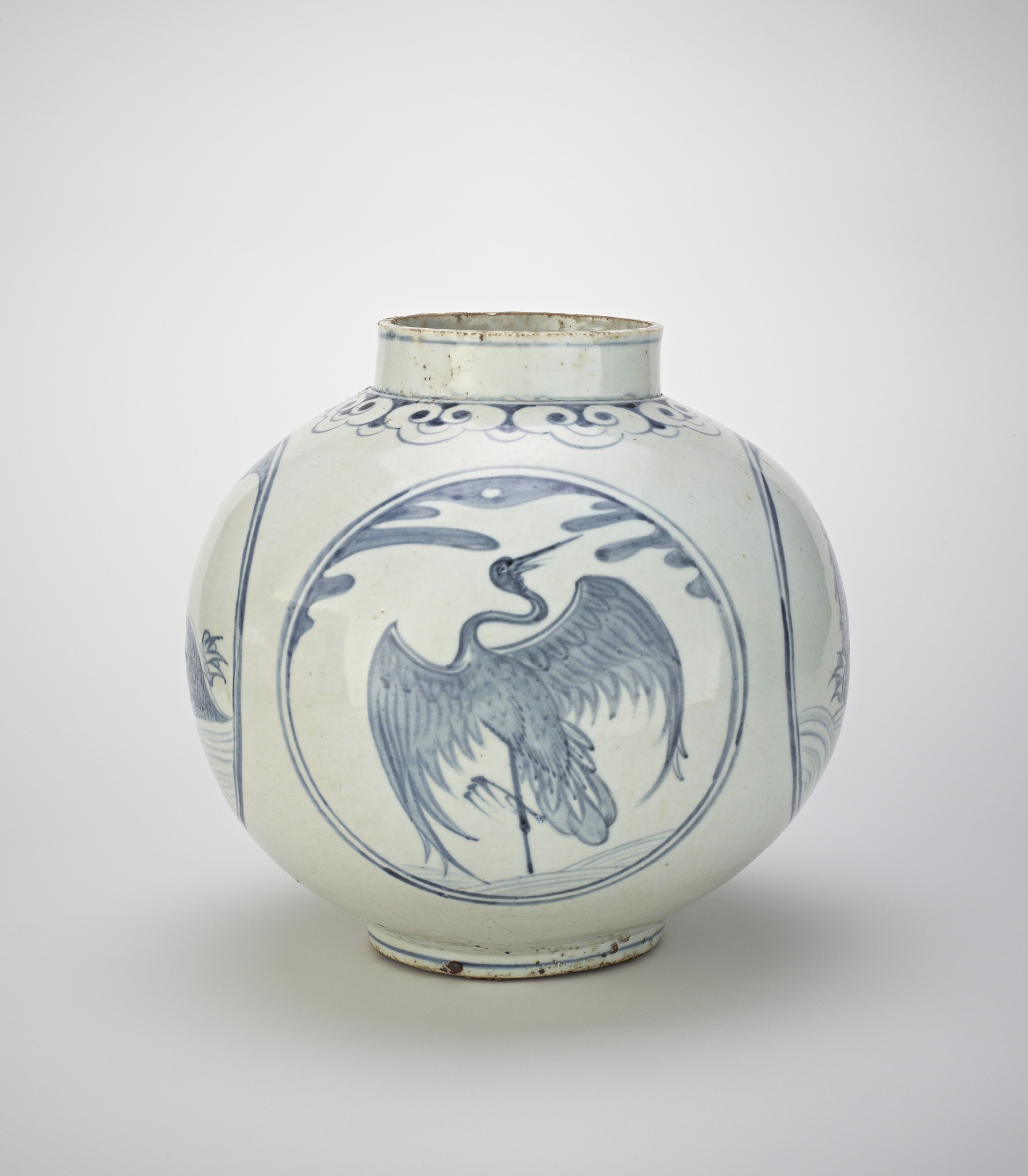 Jar with designs of tortoises and cranes