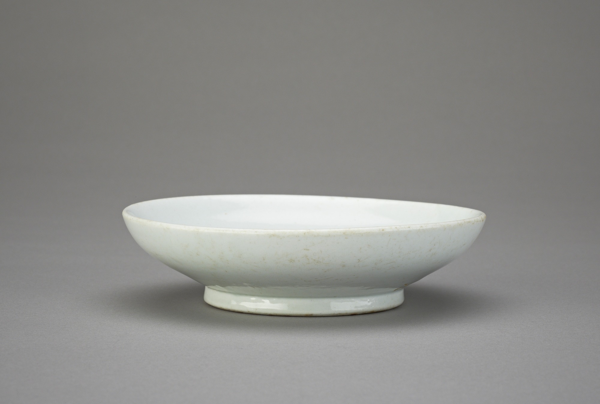 profile: Dish with inventory inscription dated 1832