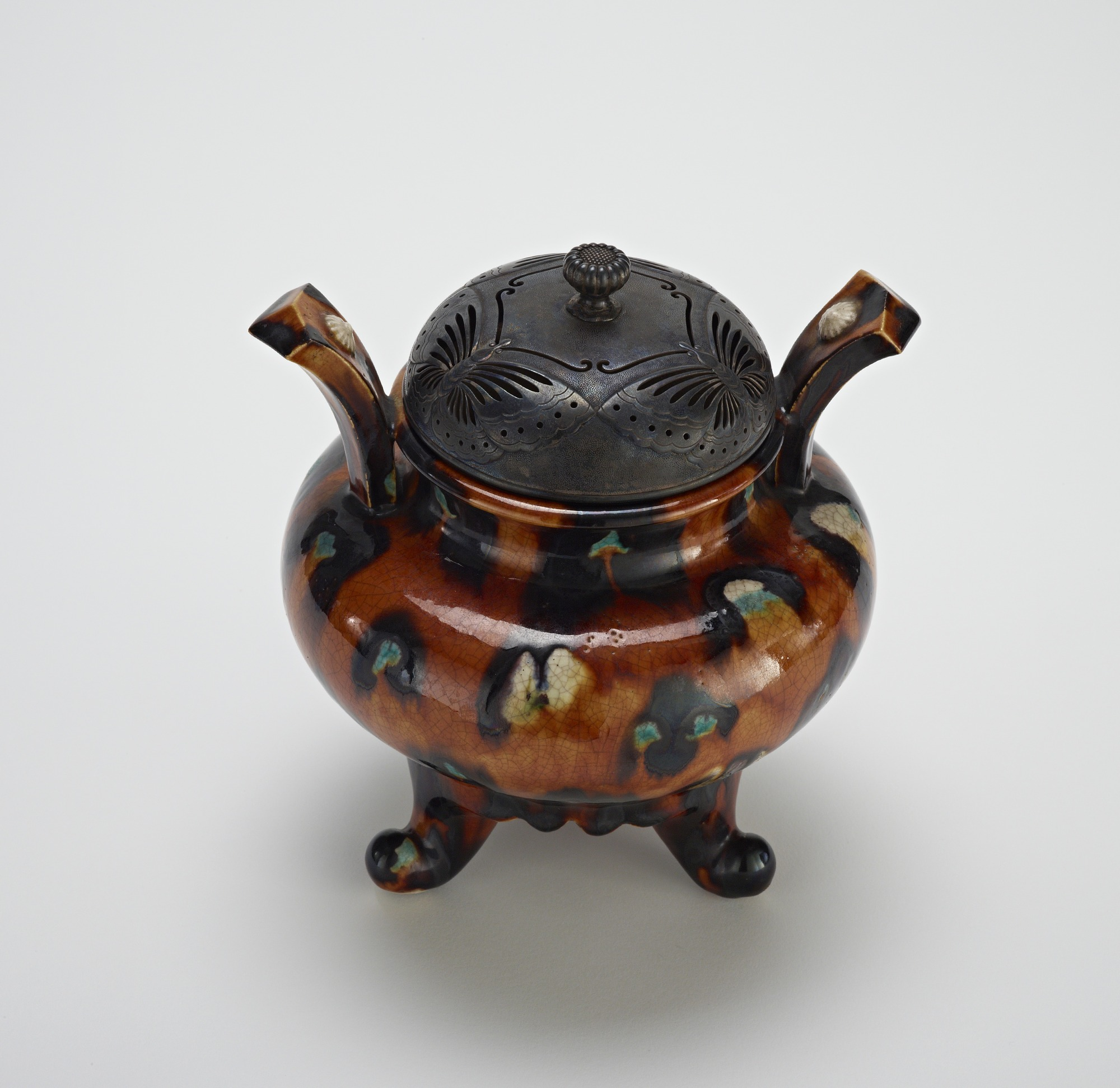 3/4 profile: Hirasa ware incense burner