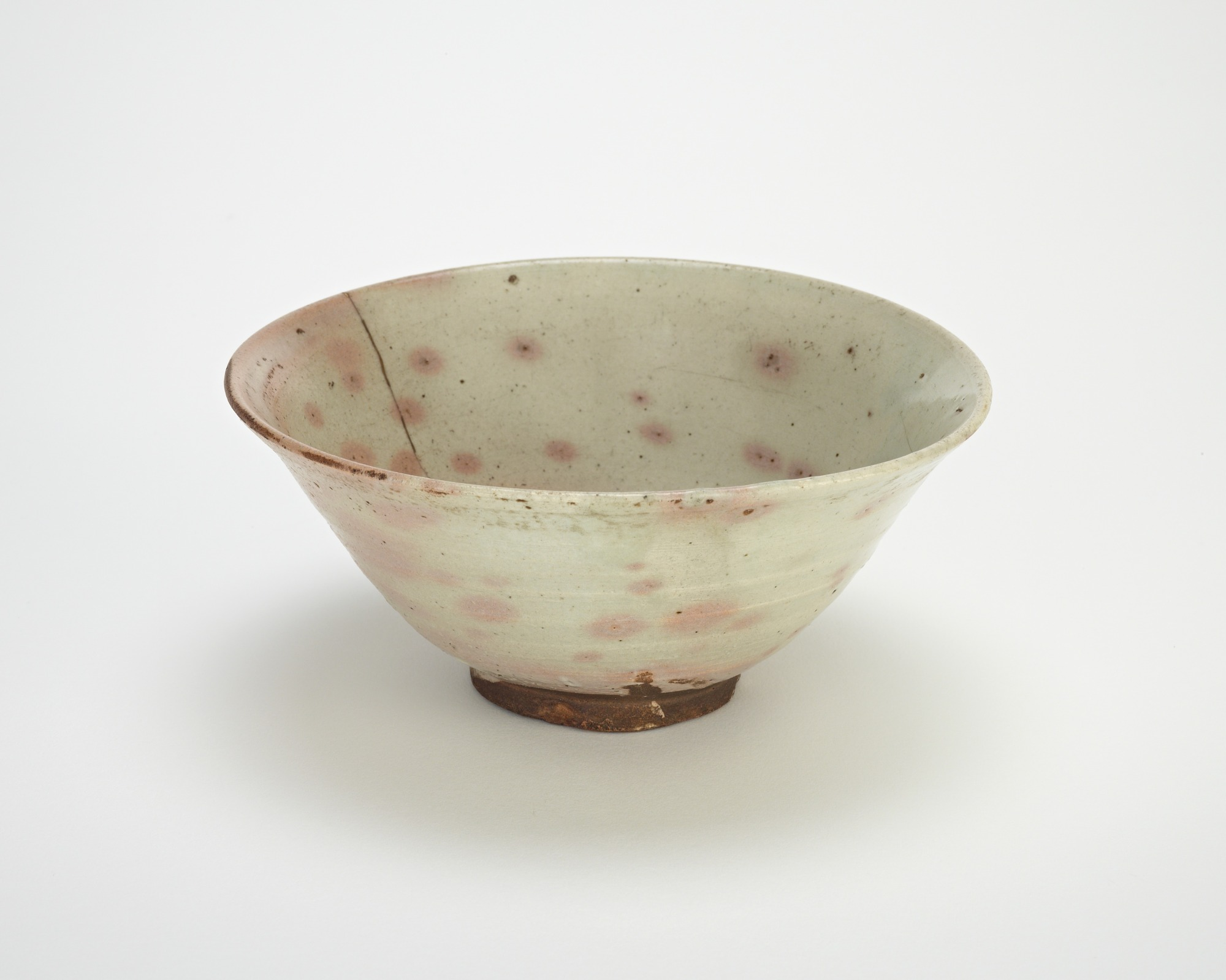 3/4 profile: Bowl