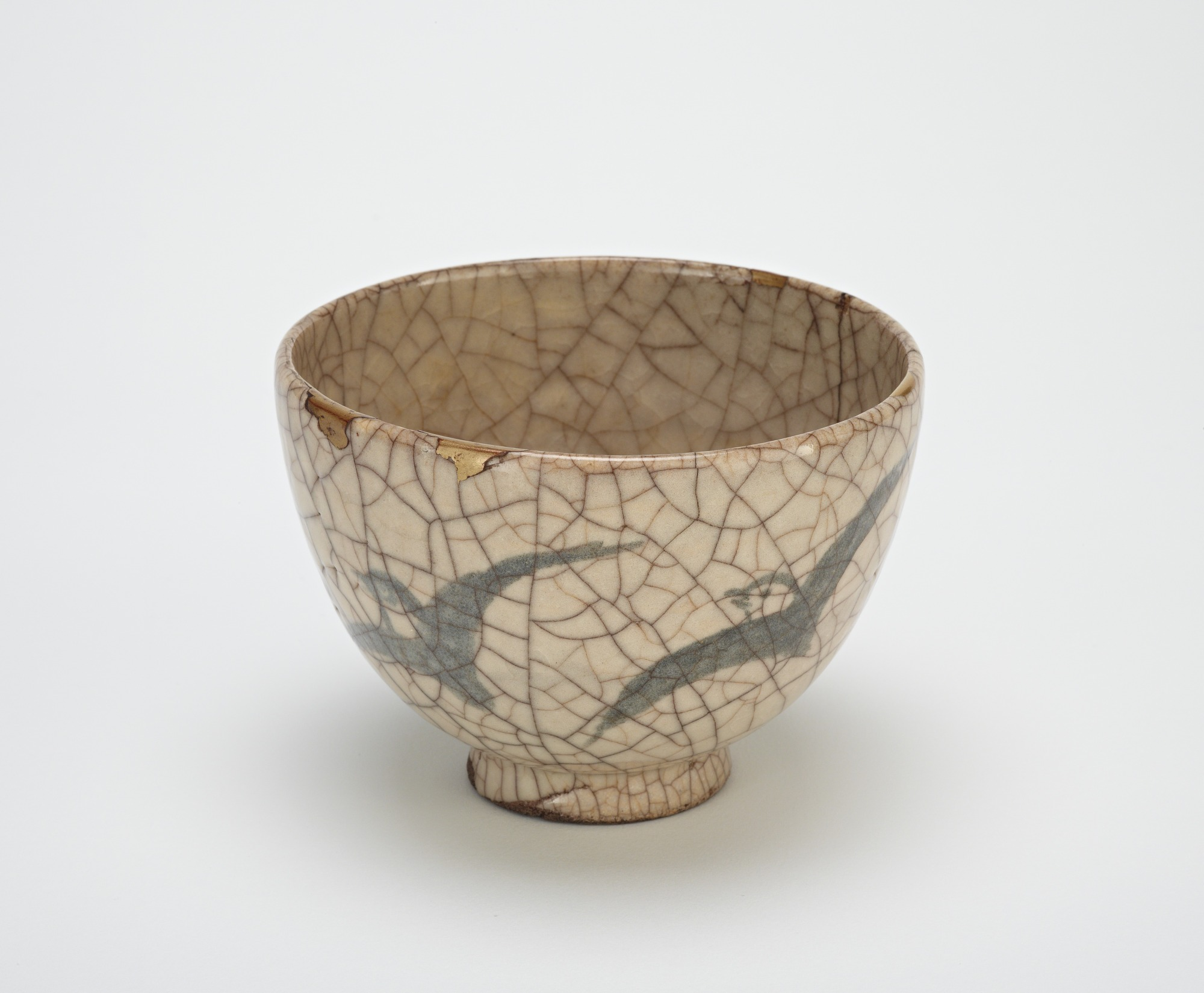 Tea bowl with design of plovers, Kyoto-related ware