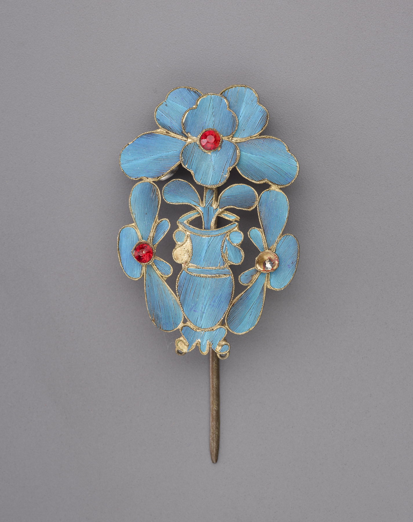 Single-prong kingfisher feather hairpin with vase and floral motifs