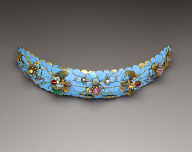Hair ornament with kingfisher feathers and floral motifs