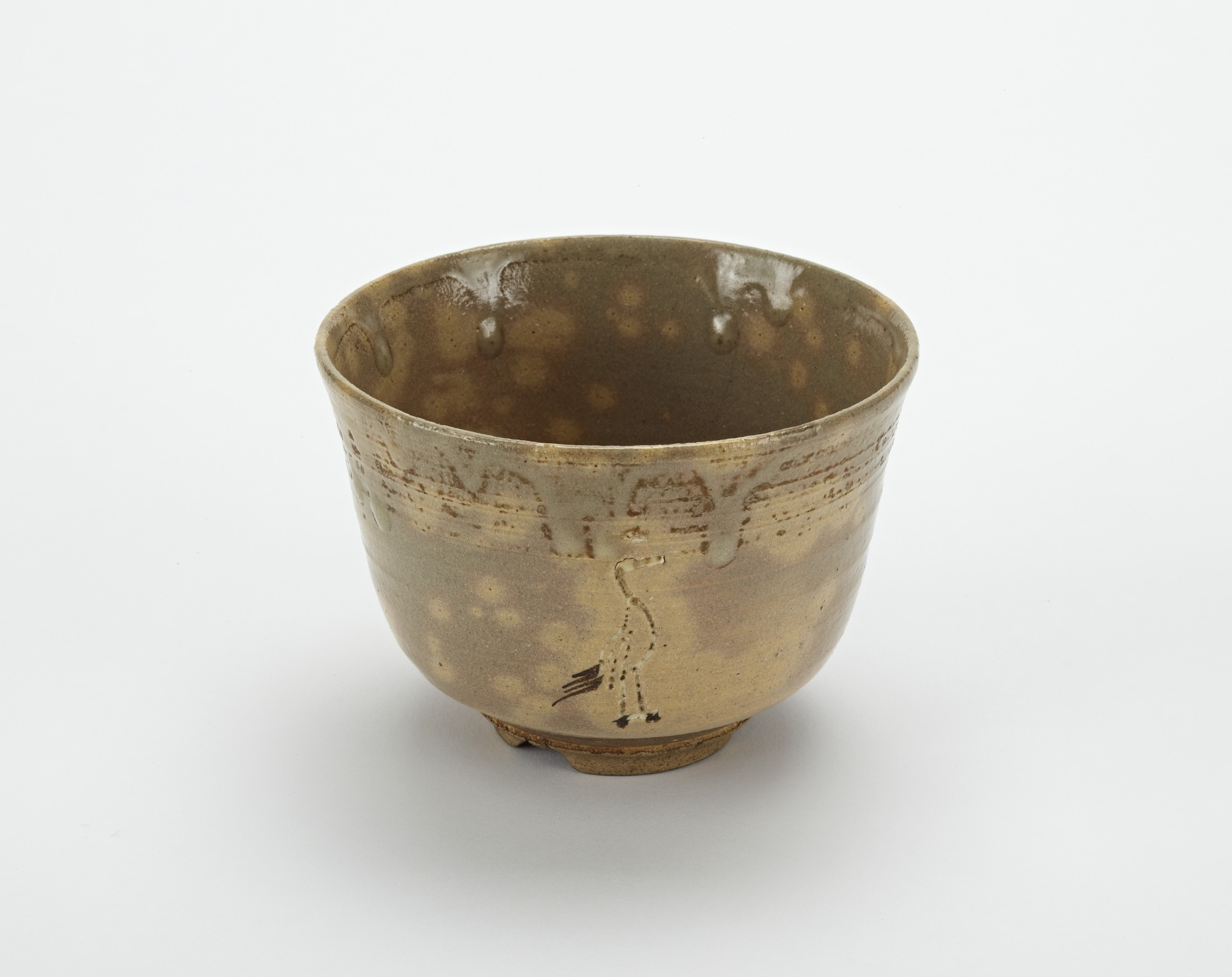 : Akahada ware tea bowl with design of standing cranes