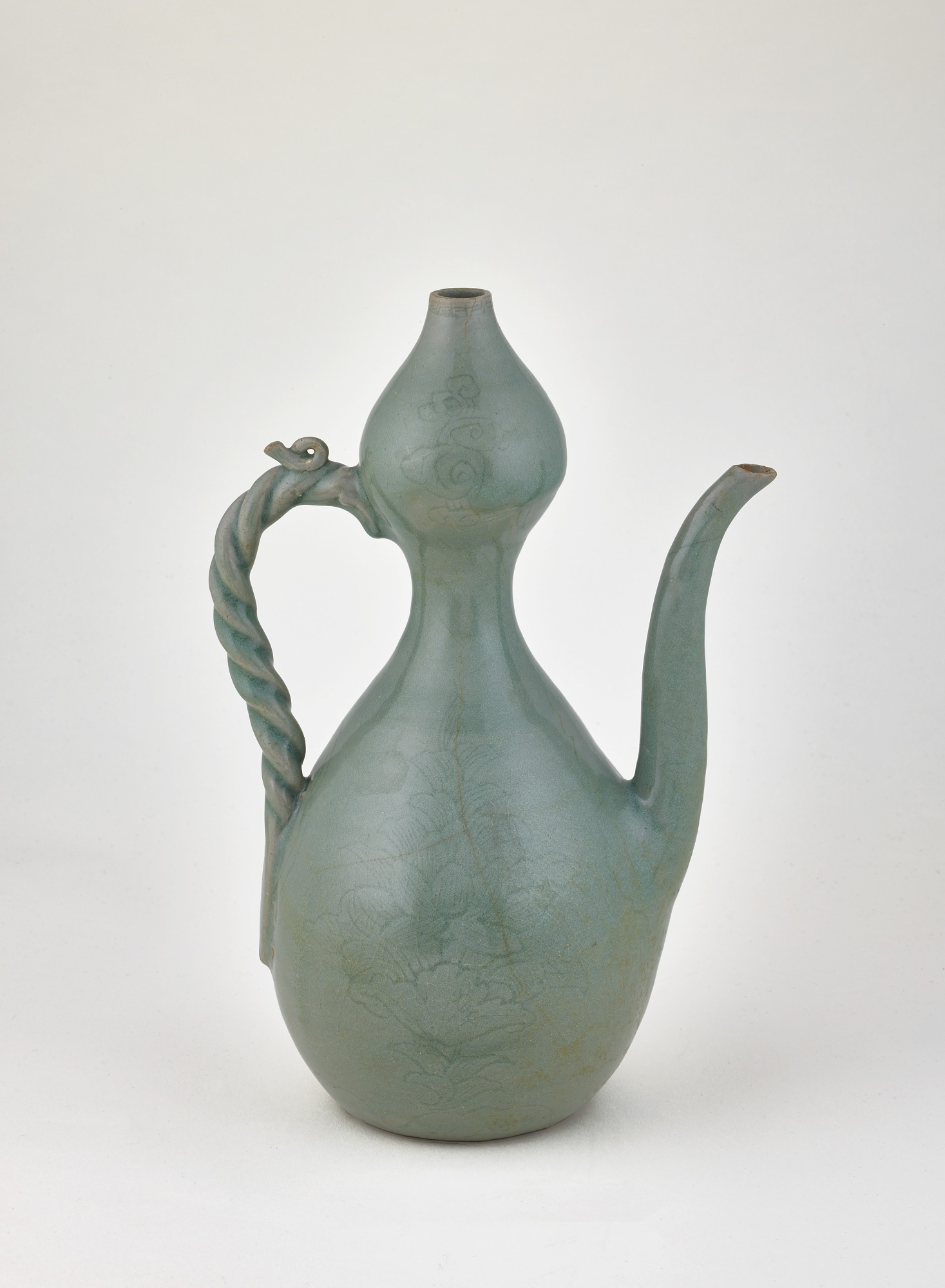 Ewer with lid, profile