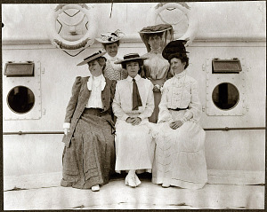 A group photograph of Alice Roosevelt and female passengers on the SS Manchuria.