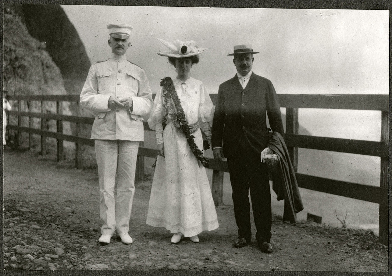 Alice Roosevelt, Col. Edwards, and Governor Atkinson in Nu'uan Valley.