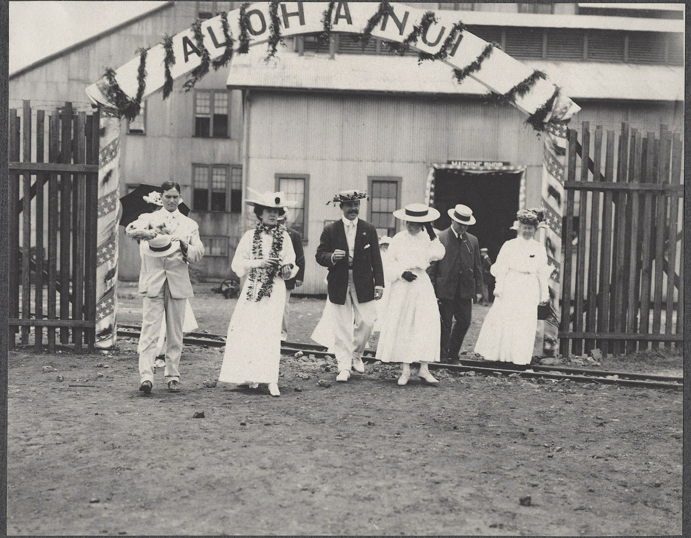 Alice Roosevelt, Nicholas Longworth, and others at Lugan Mill.