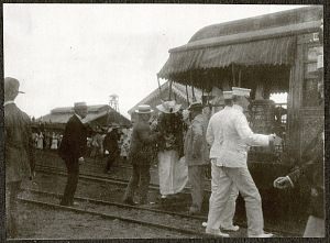 Alice Roosevelt disembarking from a rail car at a sugar plantation