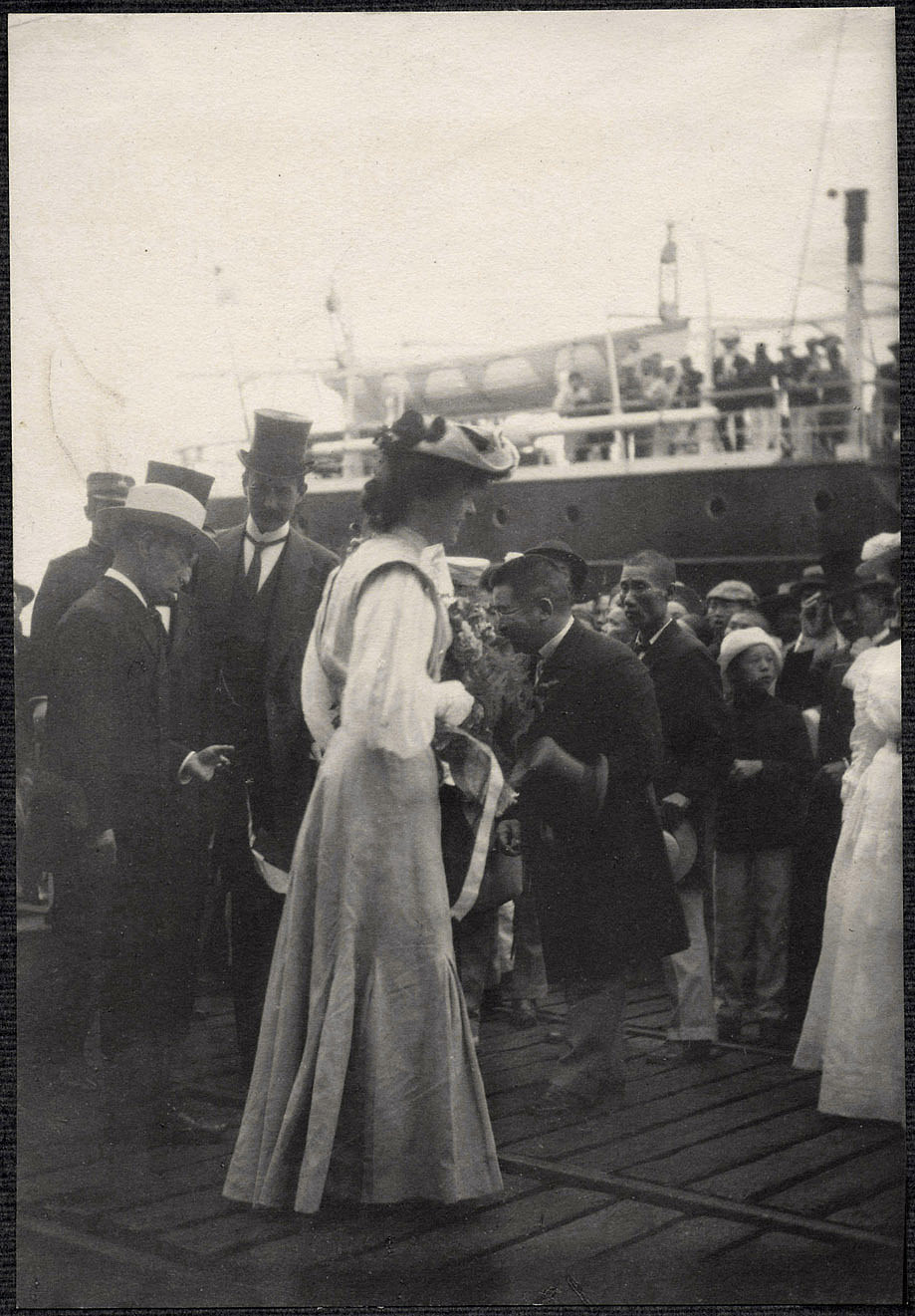Yokohama: Alice Roosevelt greeted by Japanese dignitaries