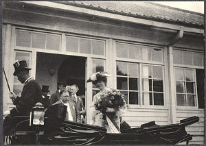 Yokohama: Alice Roosevelt standing in carriage with a bouquet at Imperial villa