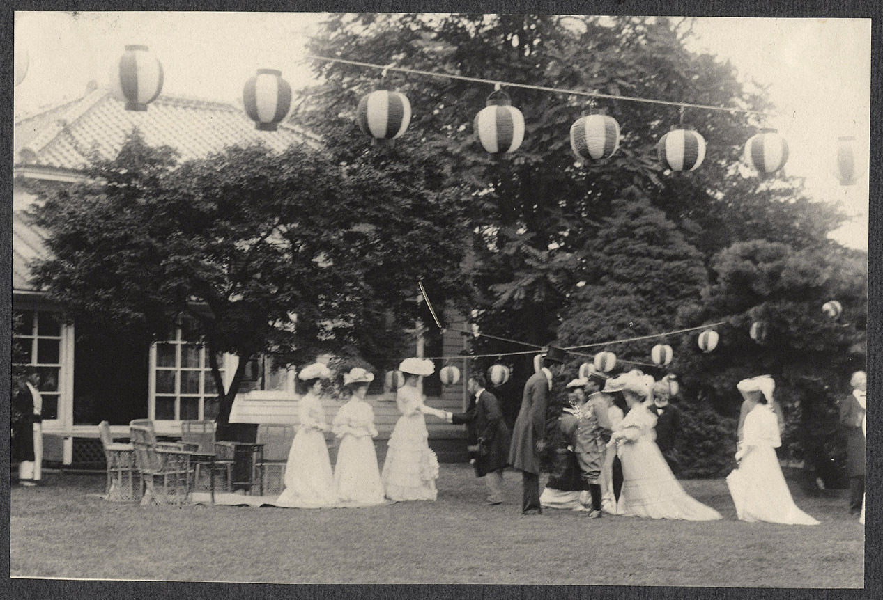 Tokyo: Alice Roosevelt and Japanese princesses at garden reception at the US Legation